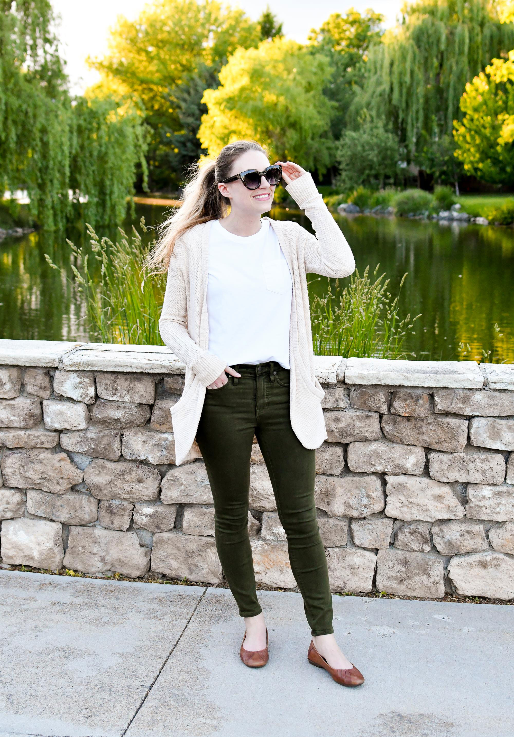 Casual spring outfit with white tee and olive green jeans — Cotton Cashmere Cat Hair