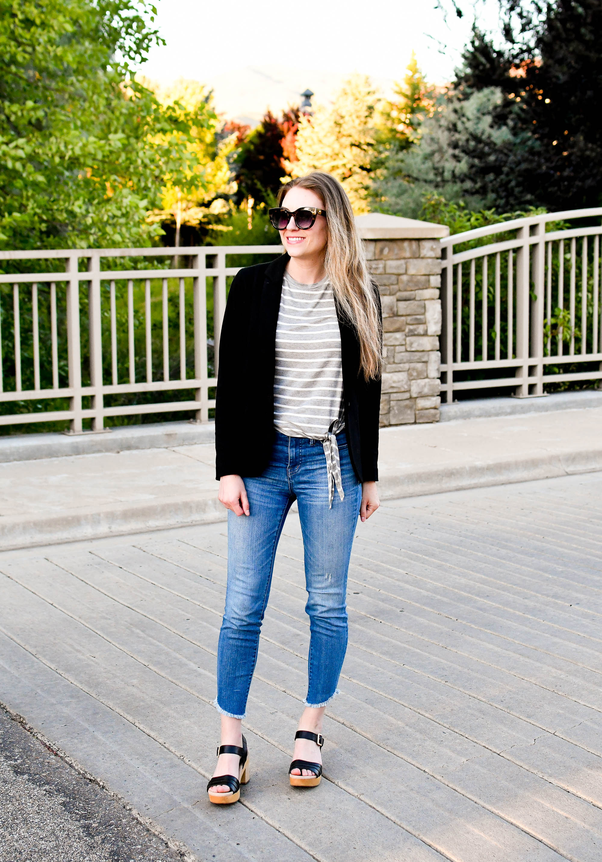 Casual work summer outfit with blazer, tee, denim — Cotton Cashmere Cat Hair