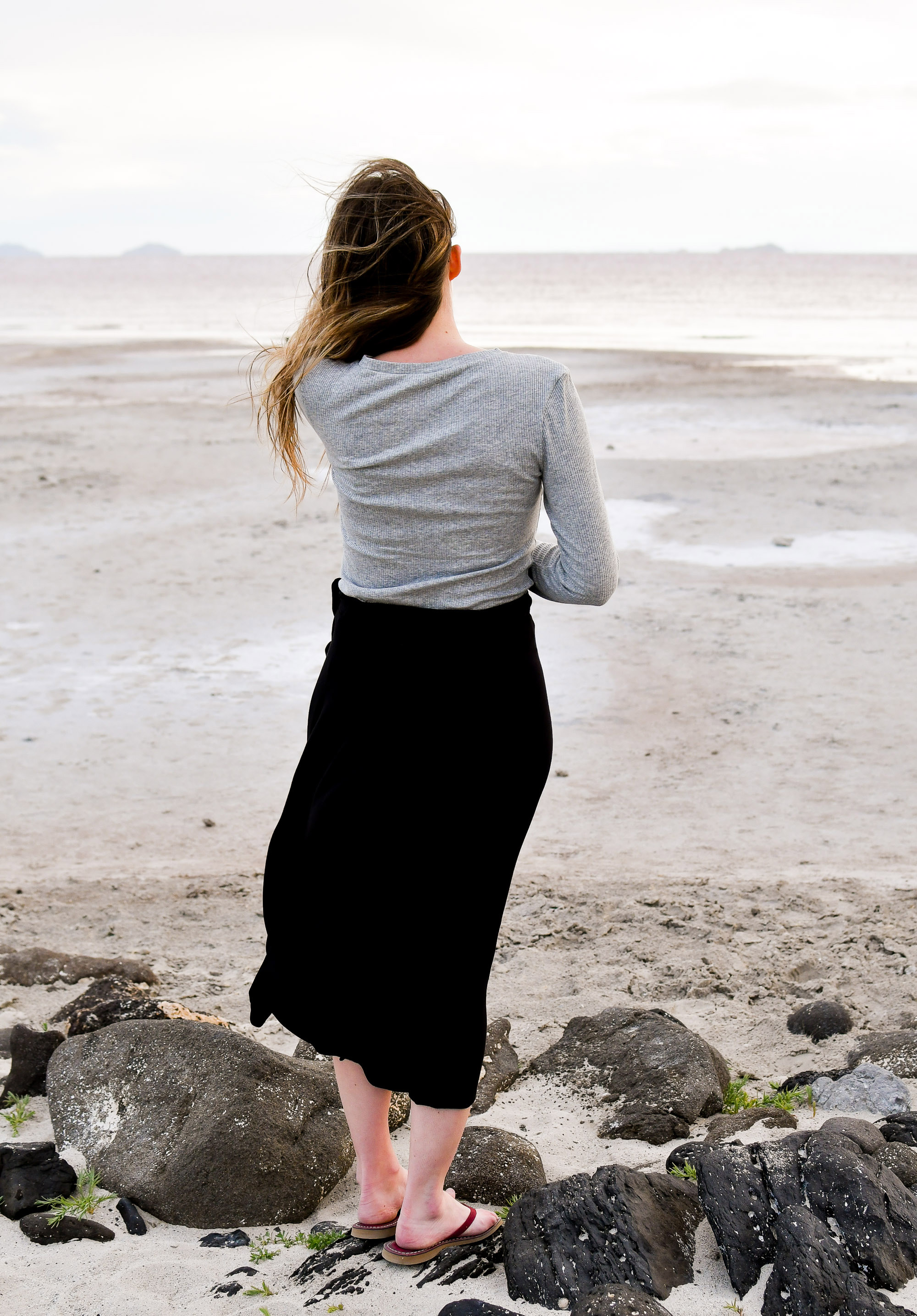 Black wrap skirt summer outfit with grey ribbed tee — Cotton Cashmere Cat Hair