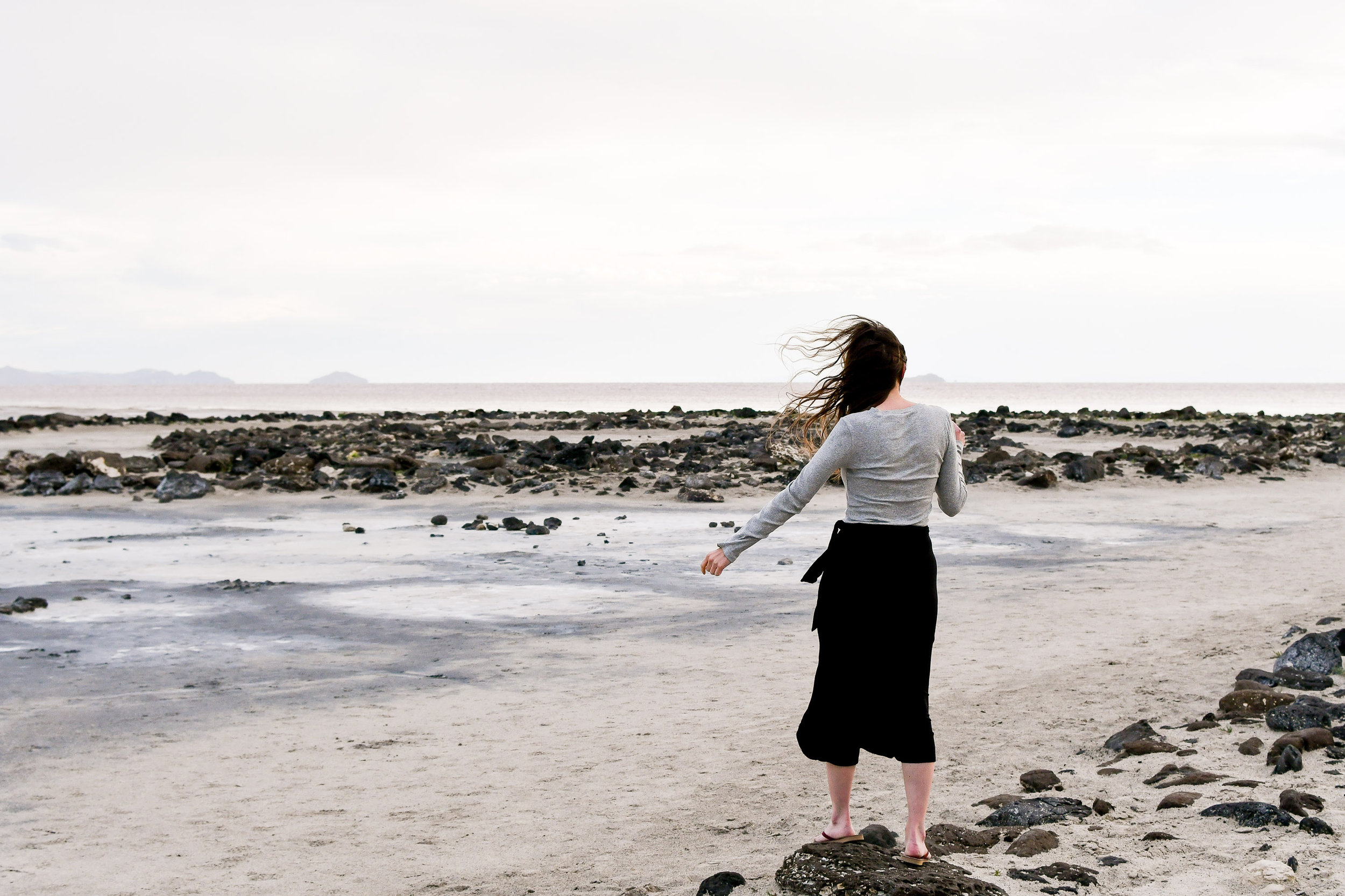Casual outfit for a windy day at the Spiral Jetty, Great Salt Lake, Utah — Cotton Cashmere Cat Hair