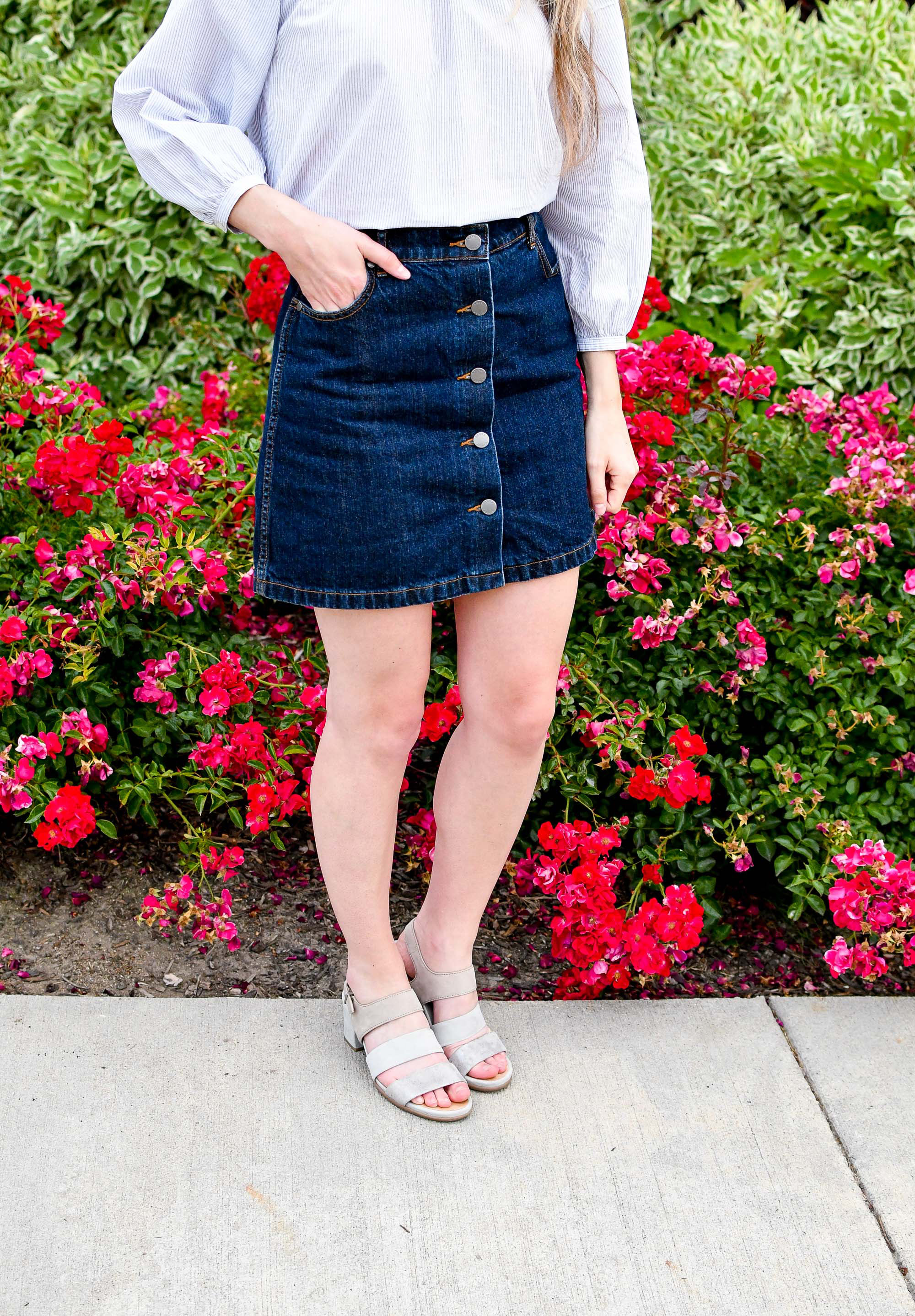 Denim mini skirt summer outfit with grey sandals — Cotton Cashmere Cat Hair