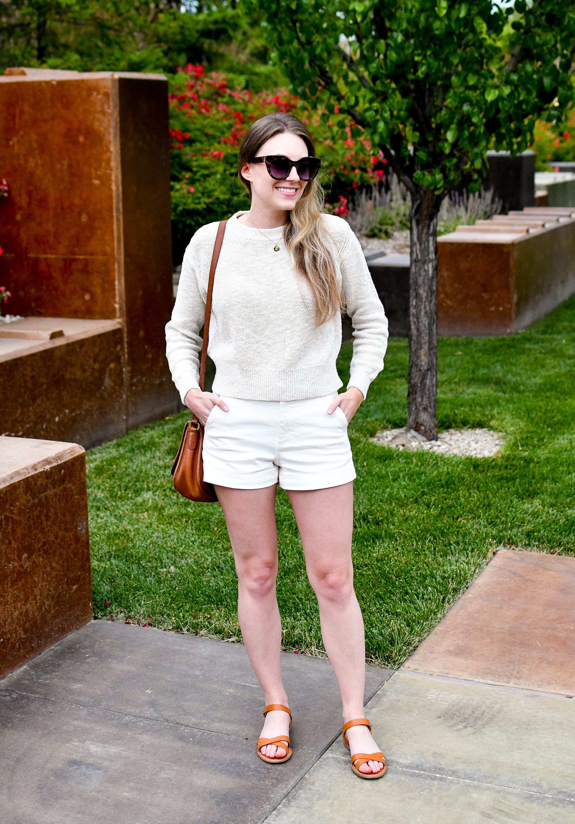 Light monochrome summer outfit with cognac sandals and bag — Cotton Cashmere Cat Hair