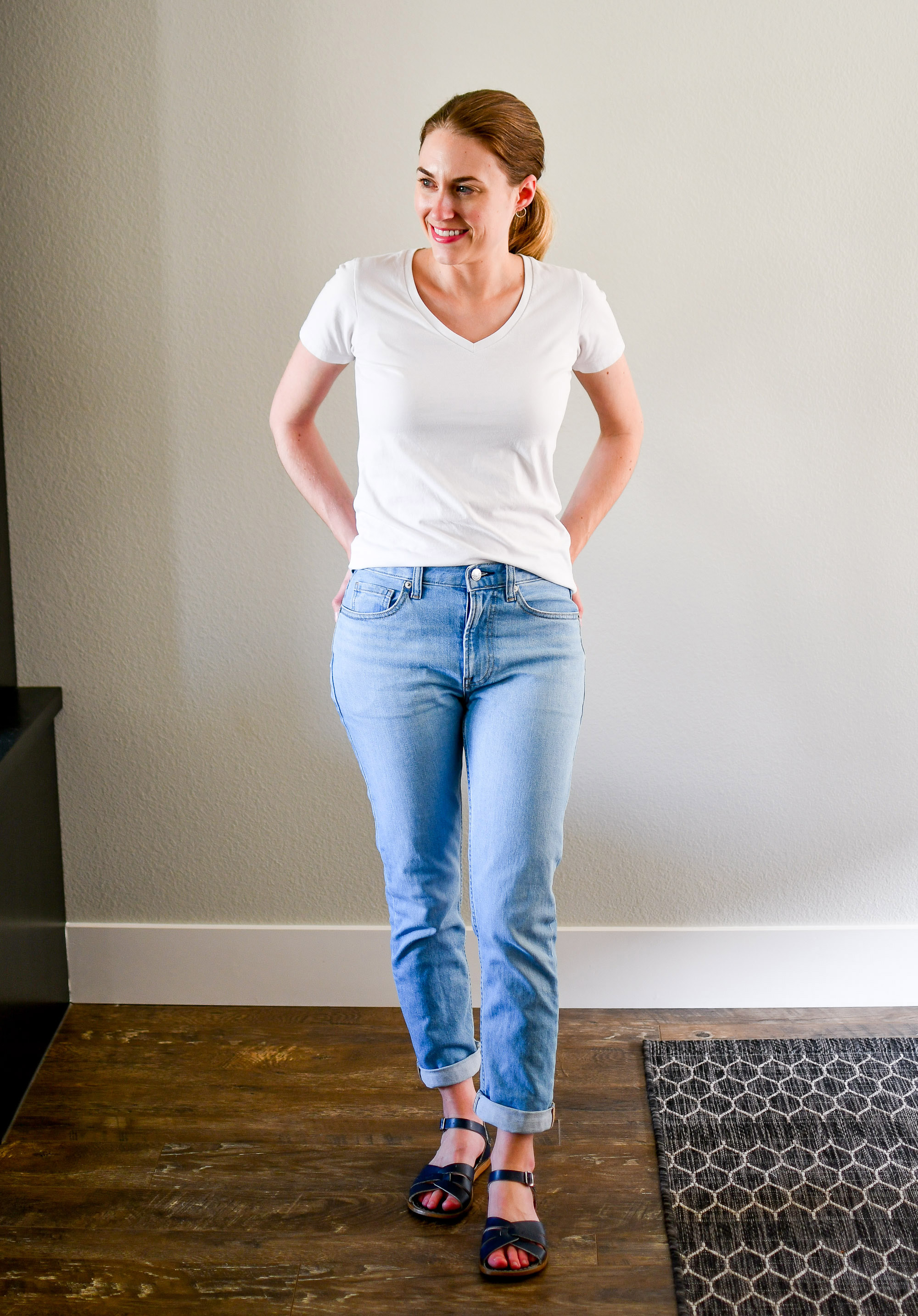 White tee, boyfriend jeans, navy sandals summer outfit — Cotton Cashmere Cat Hair