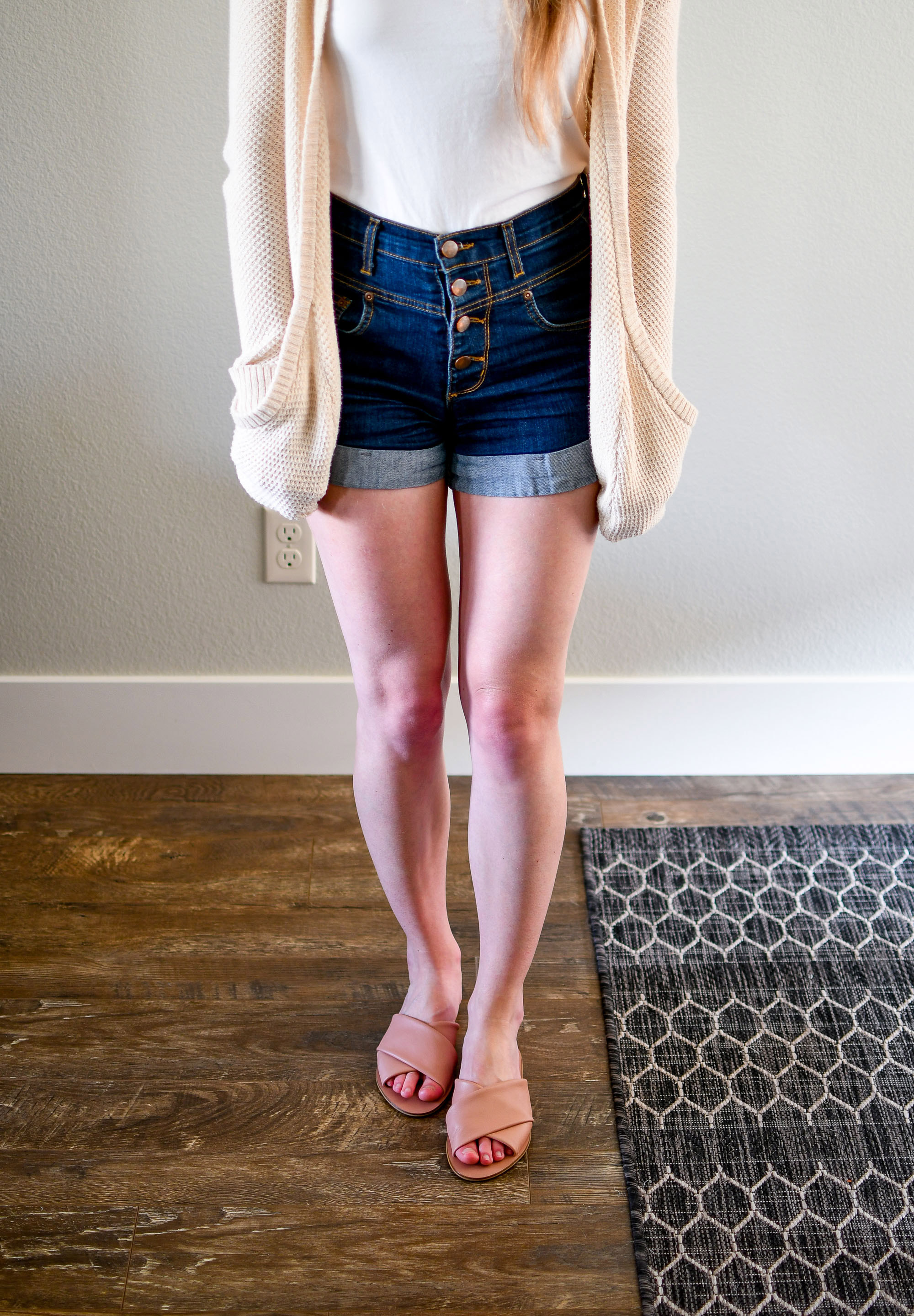 Casual layered summer outfit with day crossover sandals — Cotton Cashmere Cat Hair