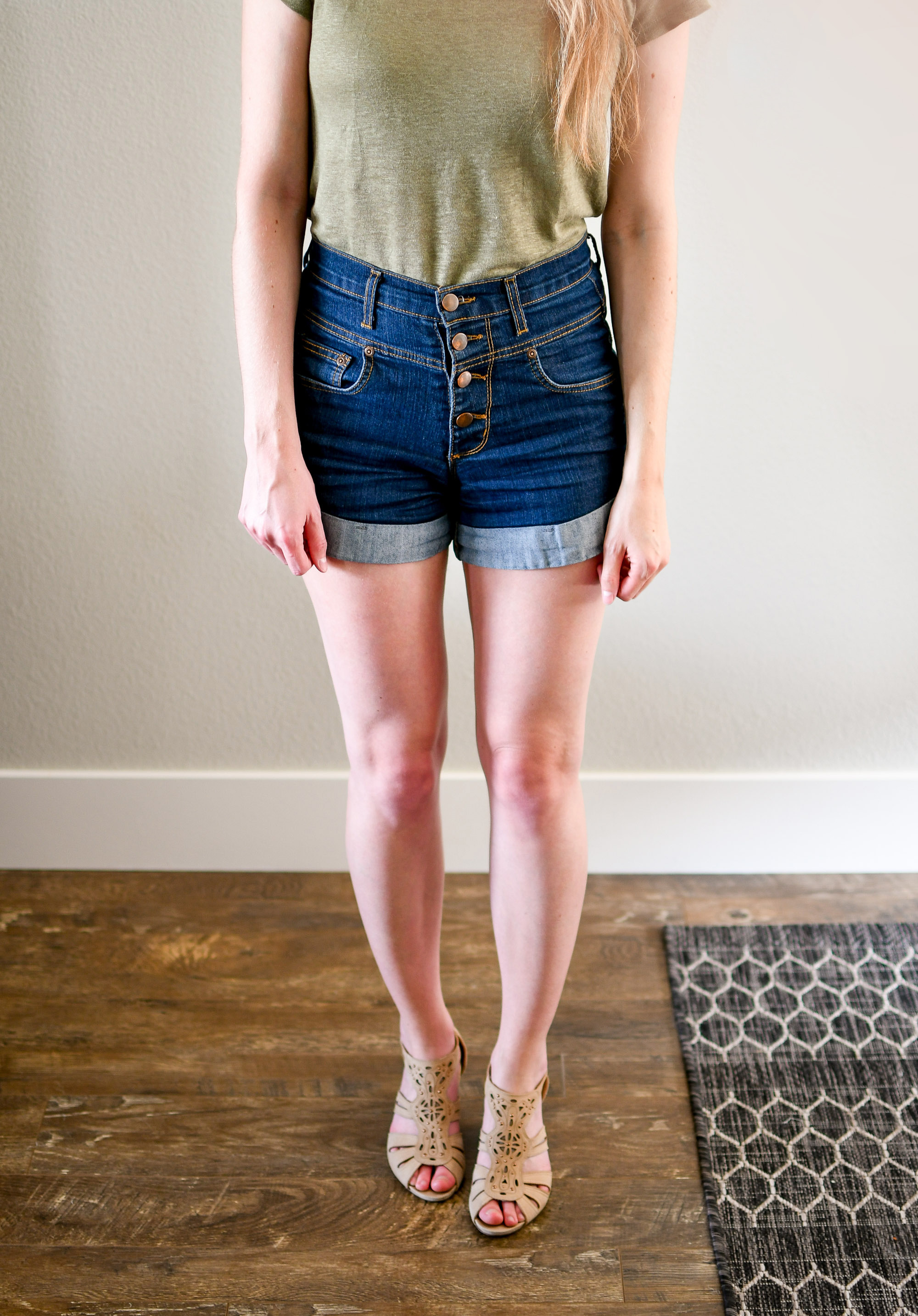 Denim shorts casual summer outfit with beige wedge sandals — Cotton Cashmere Cat Hair