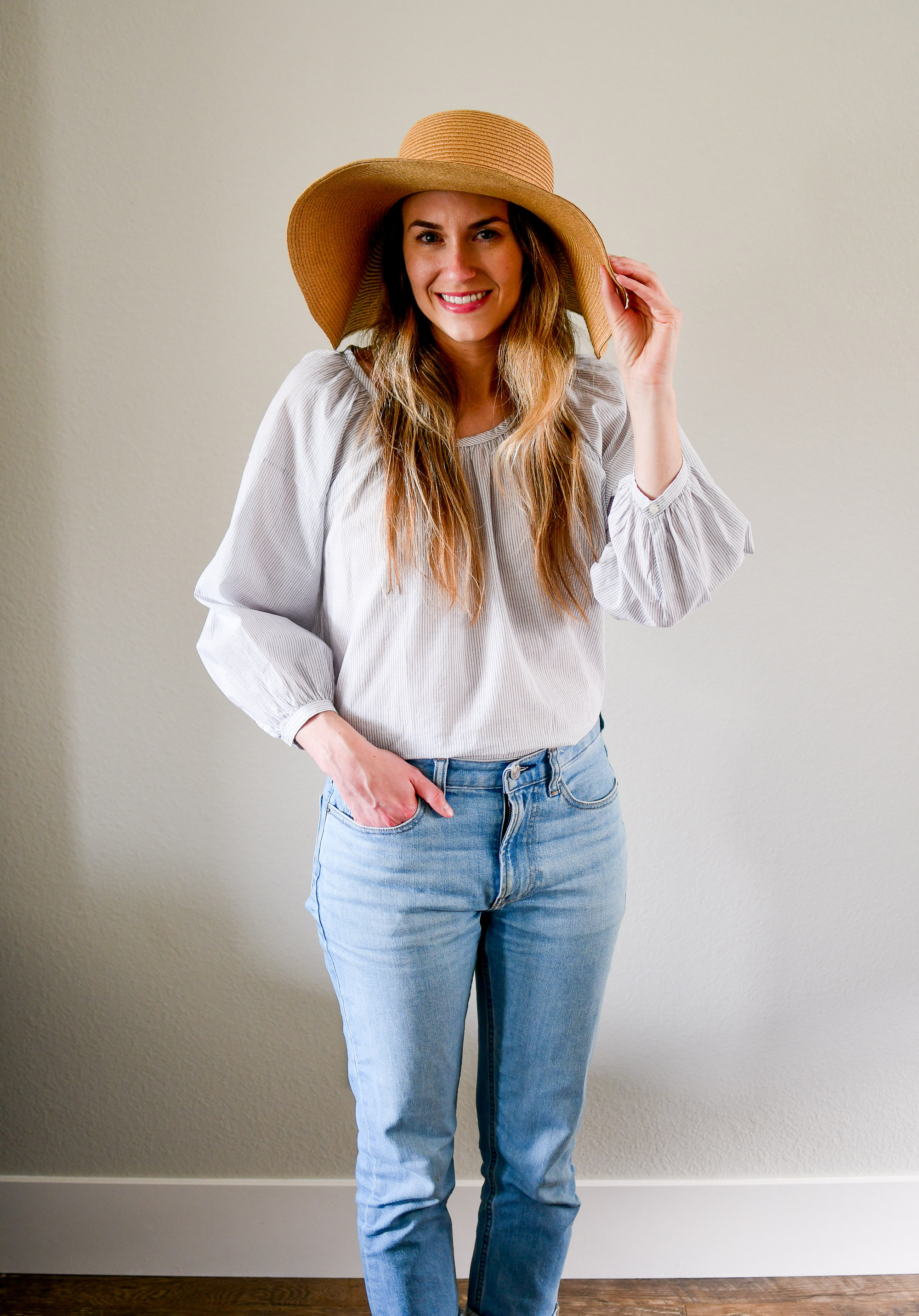 Casual outfit with straw sun hat and air ruched blouse — Cotton Cashmere Cat Hair