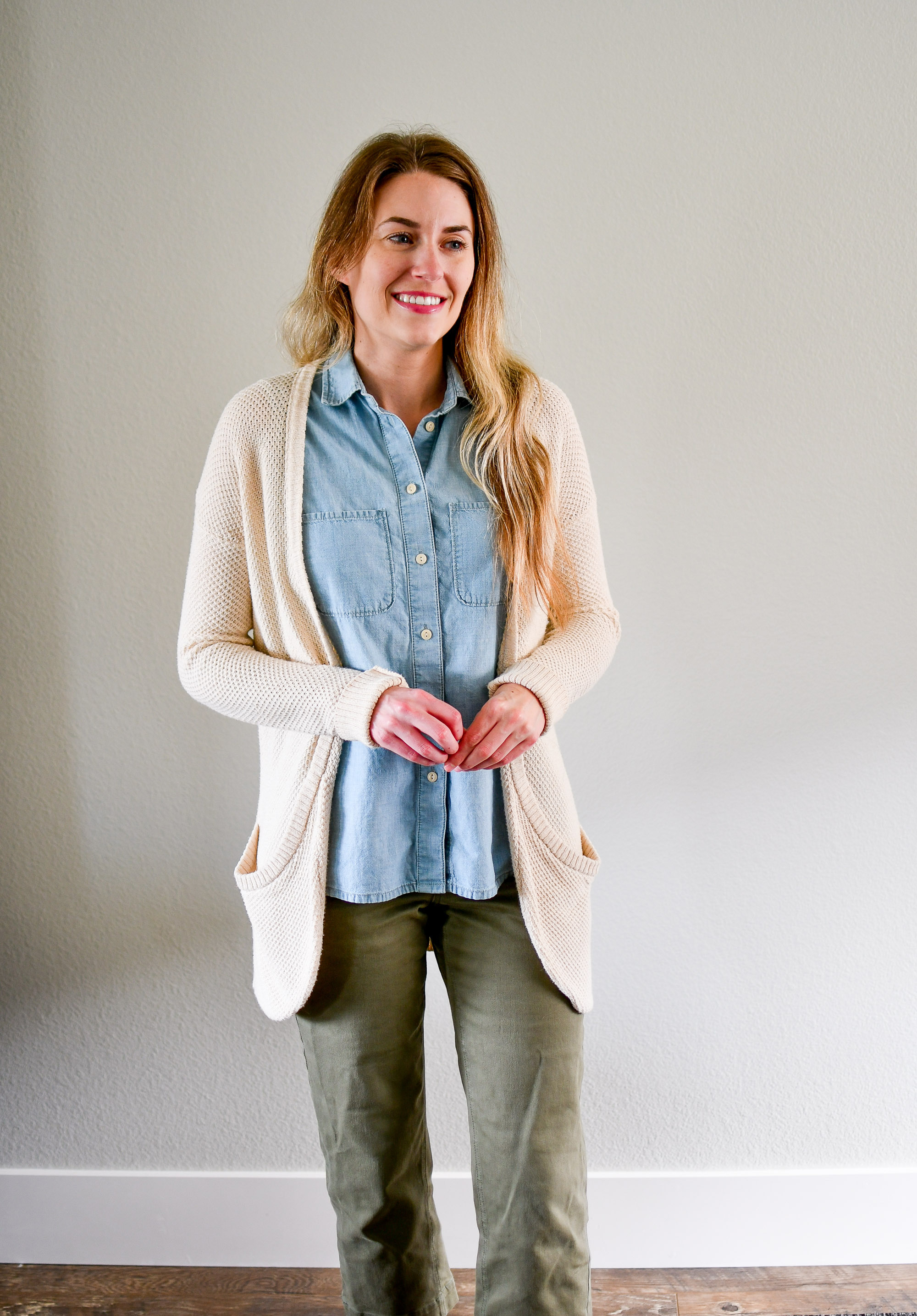 Cream cardigan and chambray shirt summer work outfit — Cotton Cashmere Cat Hair