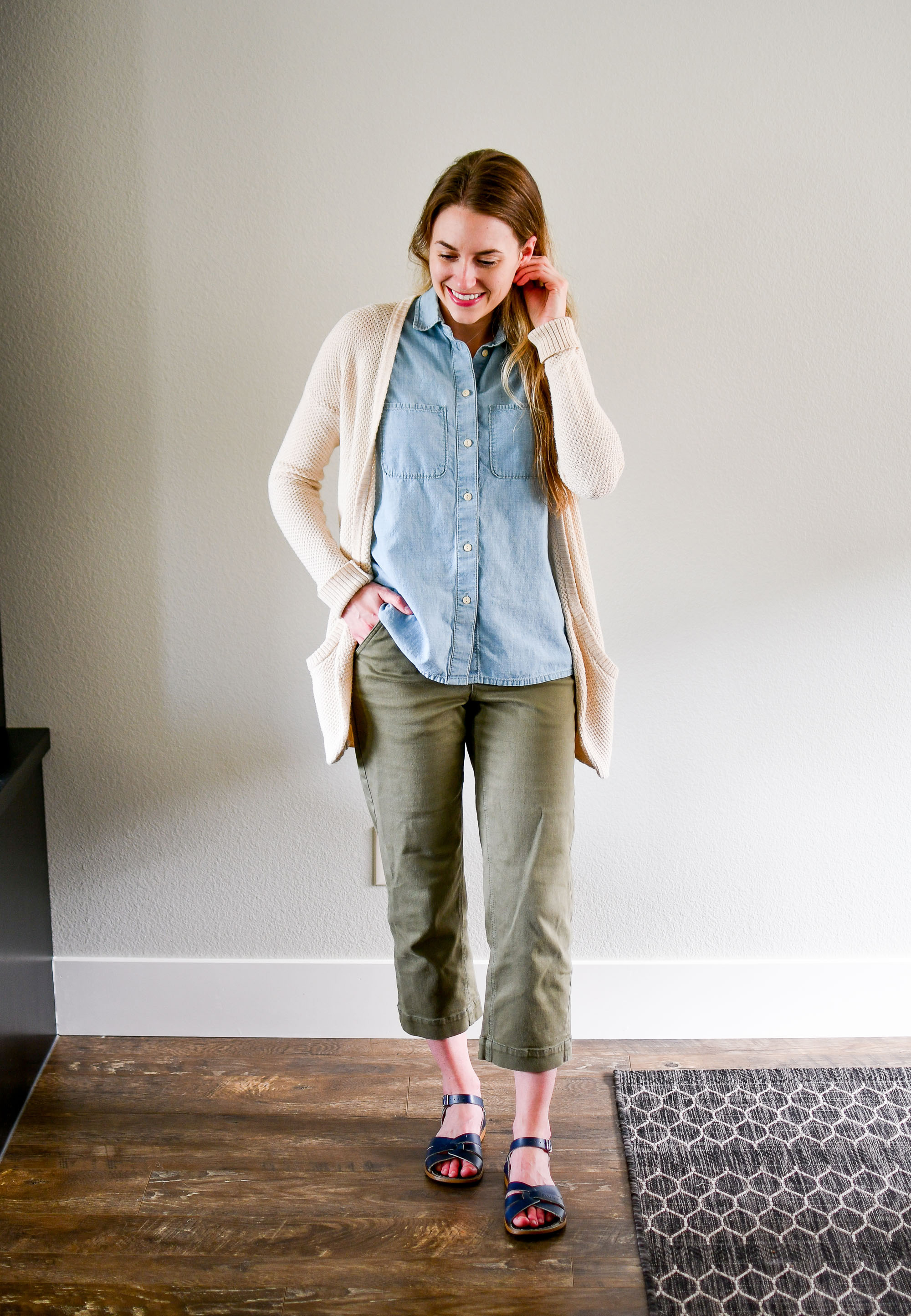 Summer work outfit with straight leg crops and chambray shirt — Cotton Cashmere Cat Hair