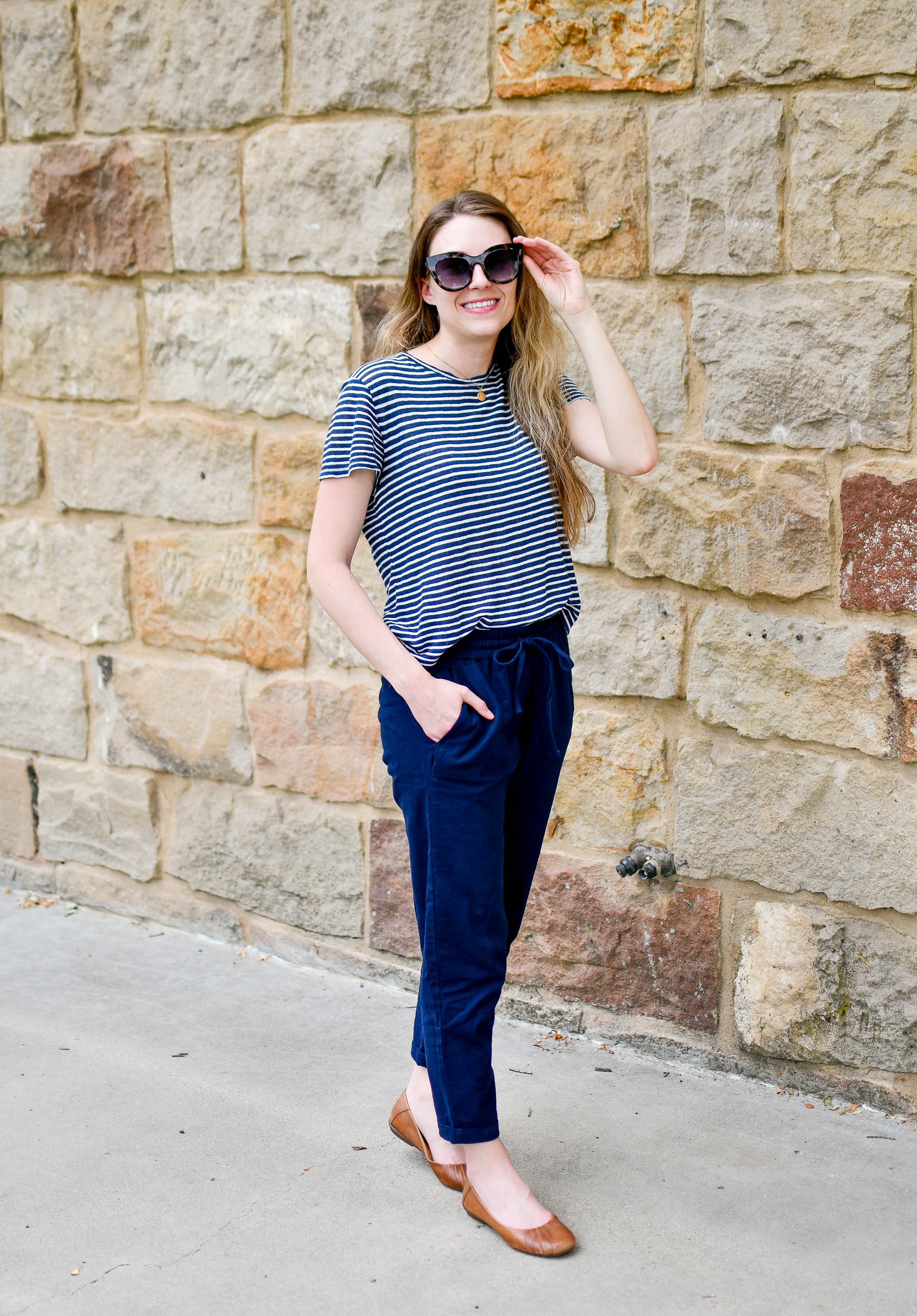 Work conference summer outfit with linen tee and cotton-linen pants — Cotton Cashmere Cat Hair