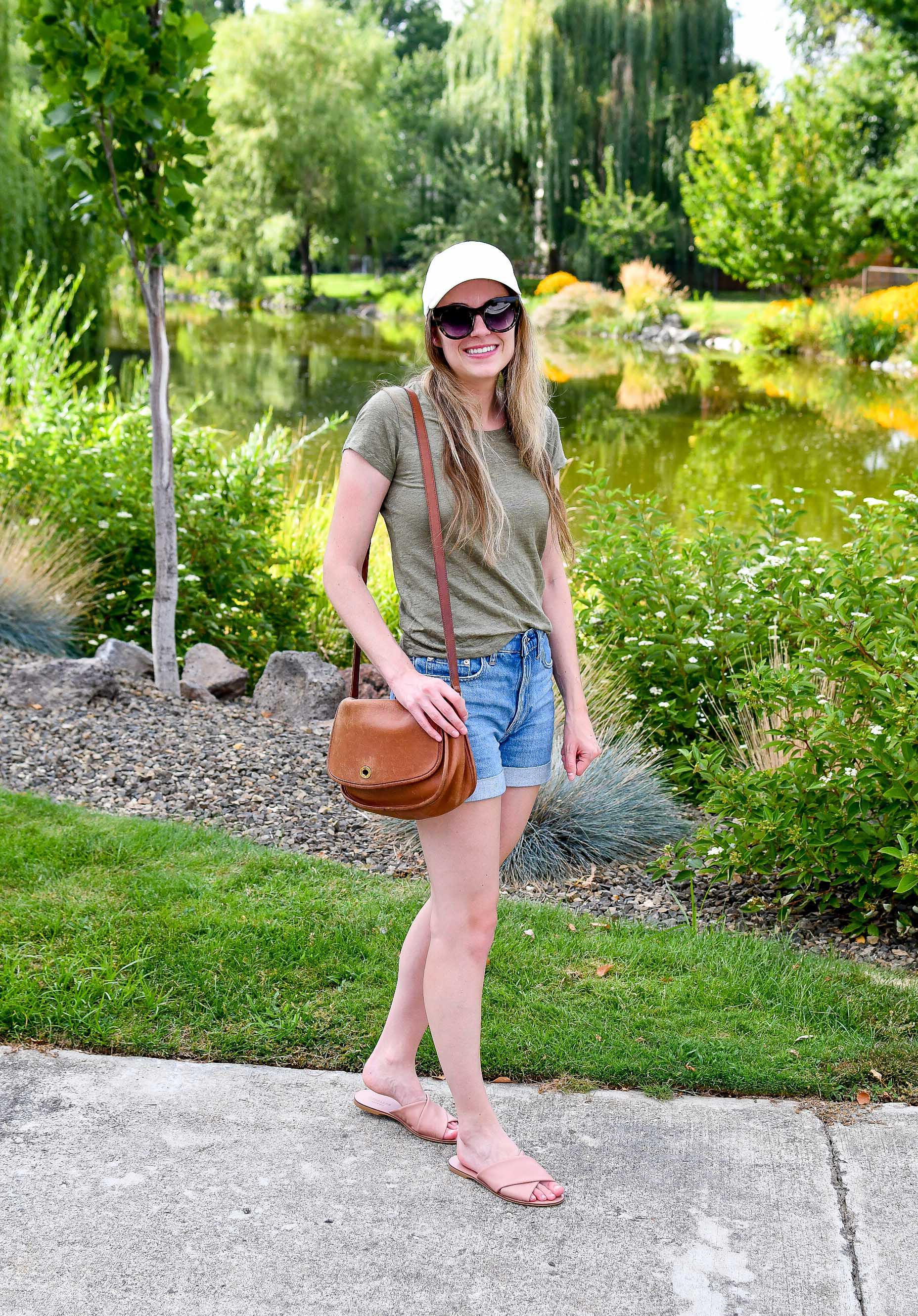 Casual weekend outfit with linen tee and denim shorts — Cotton Cashmere Cat Hair