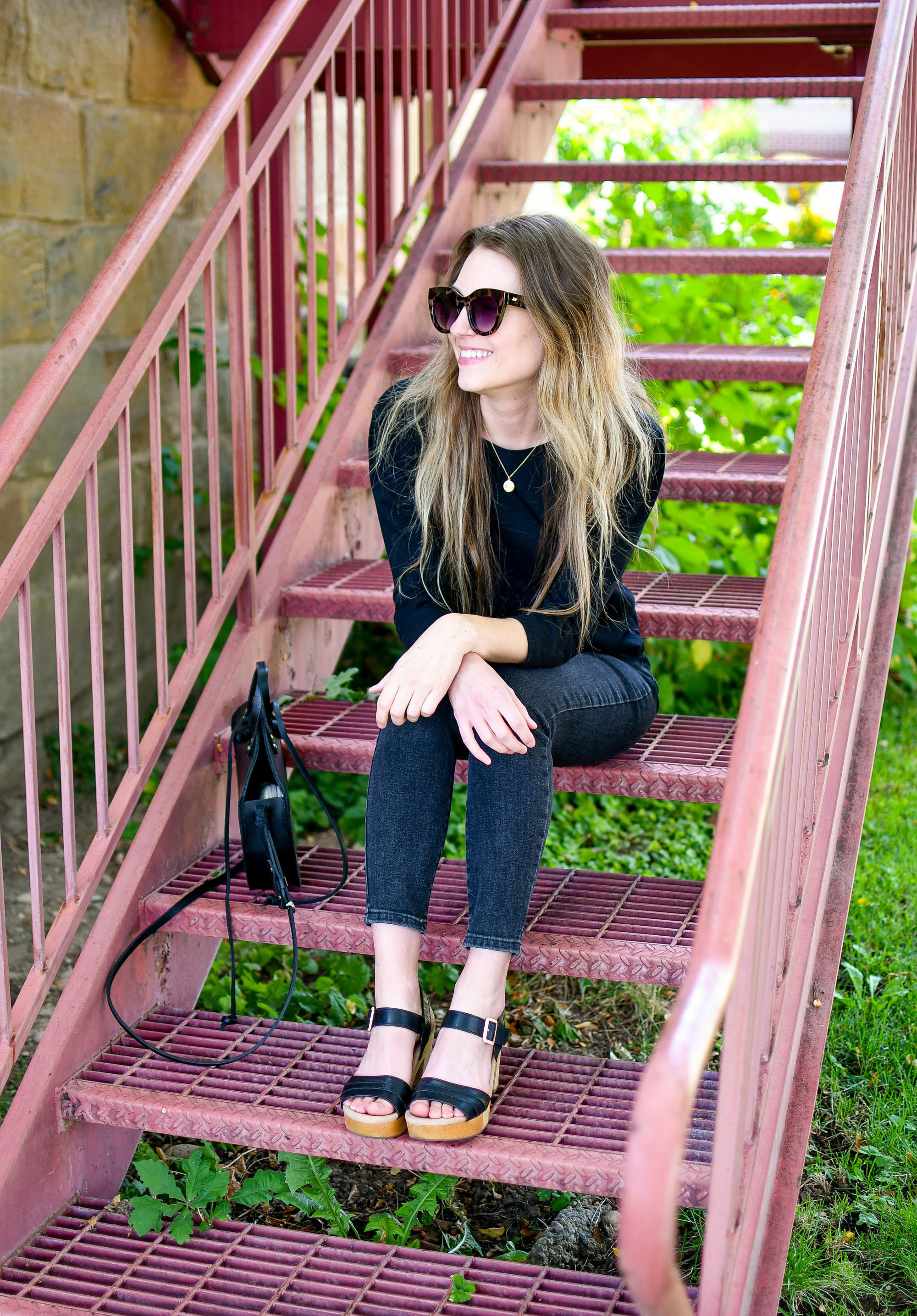 Casual summer weekend outfit with Earth Chestnut sandals — Cotton Cashmere Cat Hair
