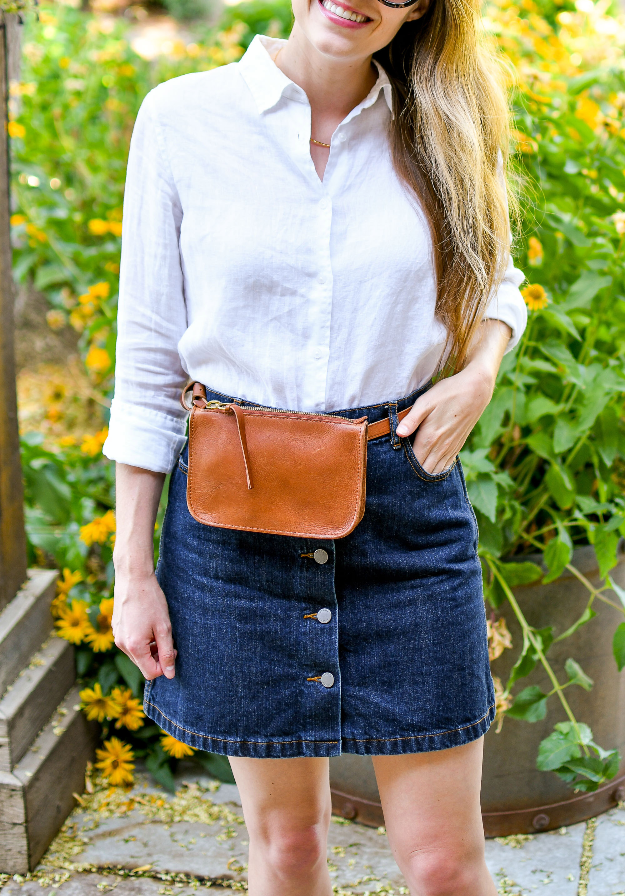 Madewell belt bag outfit with white linen shirt and denim mini skirt — Cotton Cashmere Cat Hair