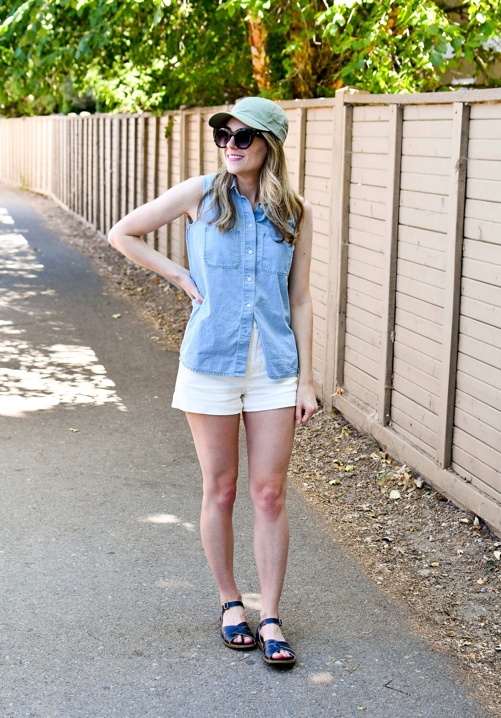 Casual summer weekend outfit with chambray shirt and white shorts — Cotton Cashmere Cat Hair