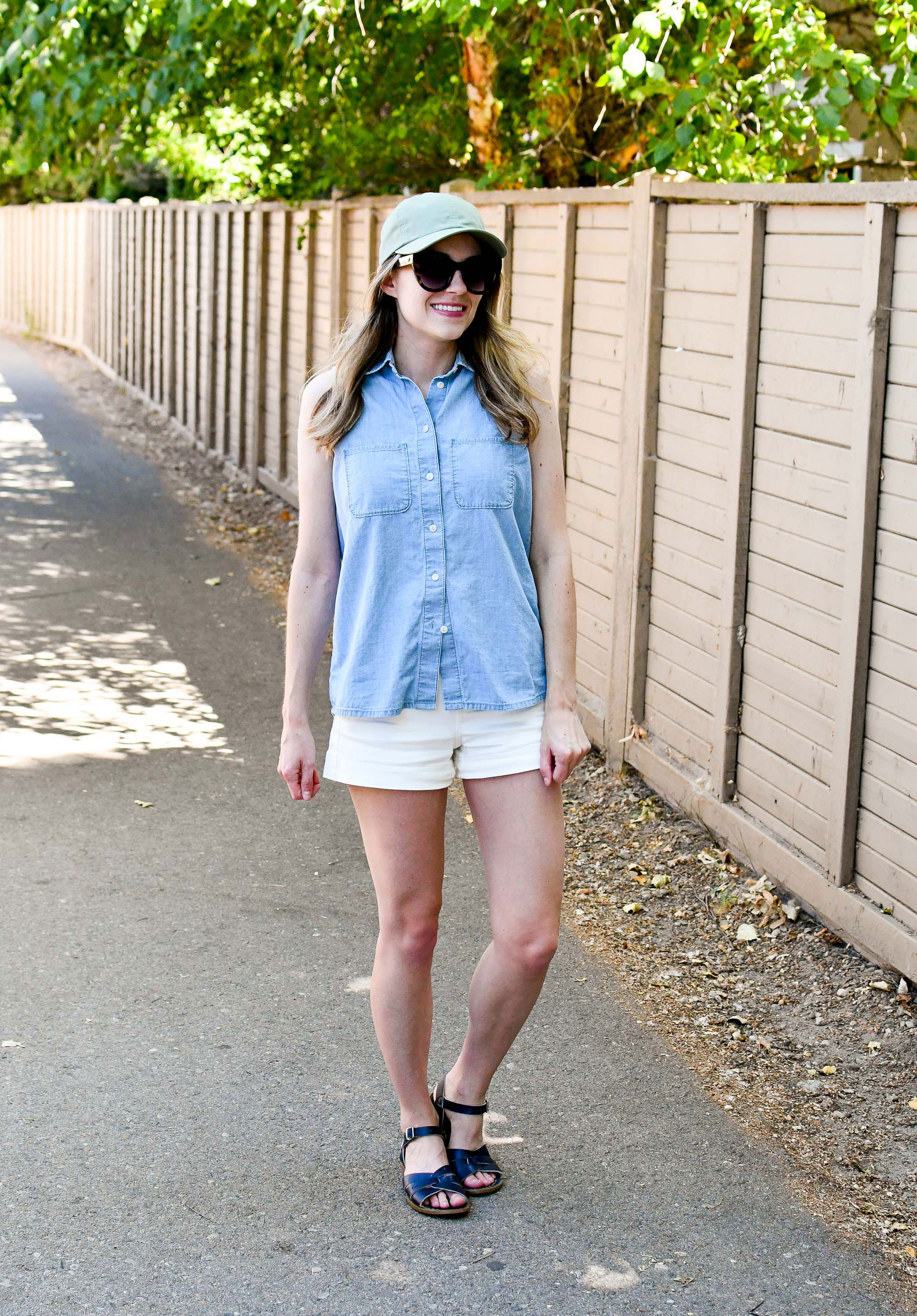 Casual summer weekend outfit with chambray shirt and navy sandals — Cotton Cashmere Cat Hair