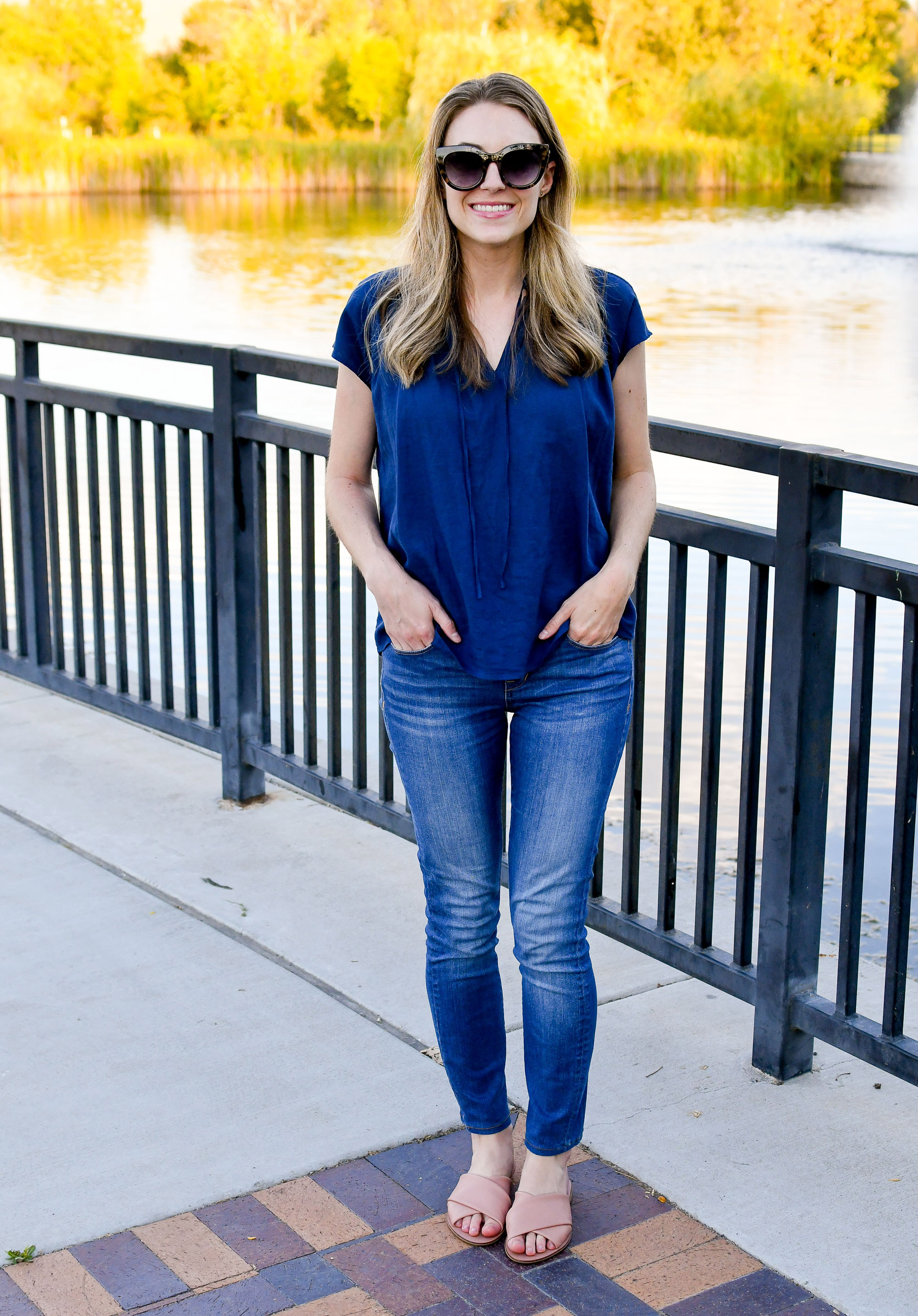 Navy linen top + skinny jeans + Everlane day crossover sandals in rose — Cotton Cashmere Cat Hair