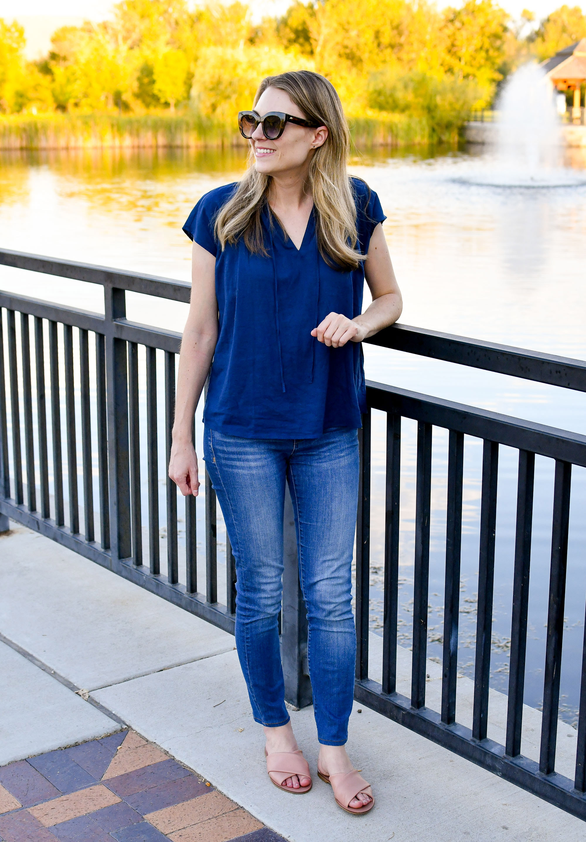 Casual summer work outfit with blue linen top and skinny jeans — Cotton Cashmere Cat Hair