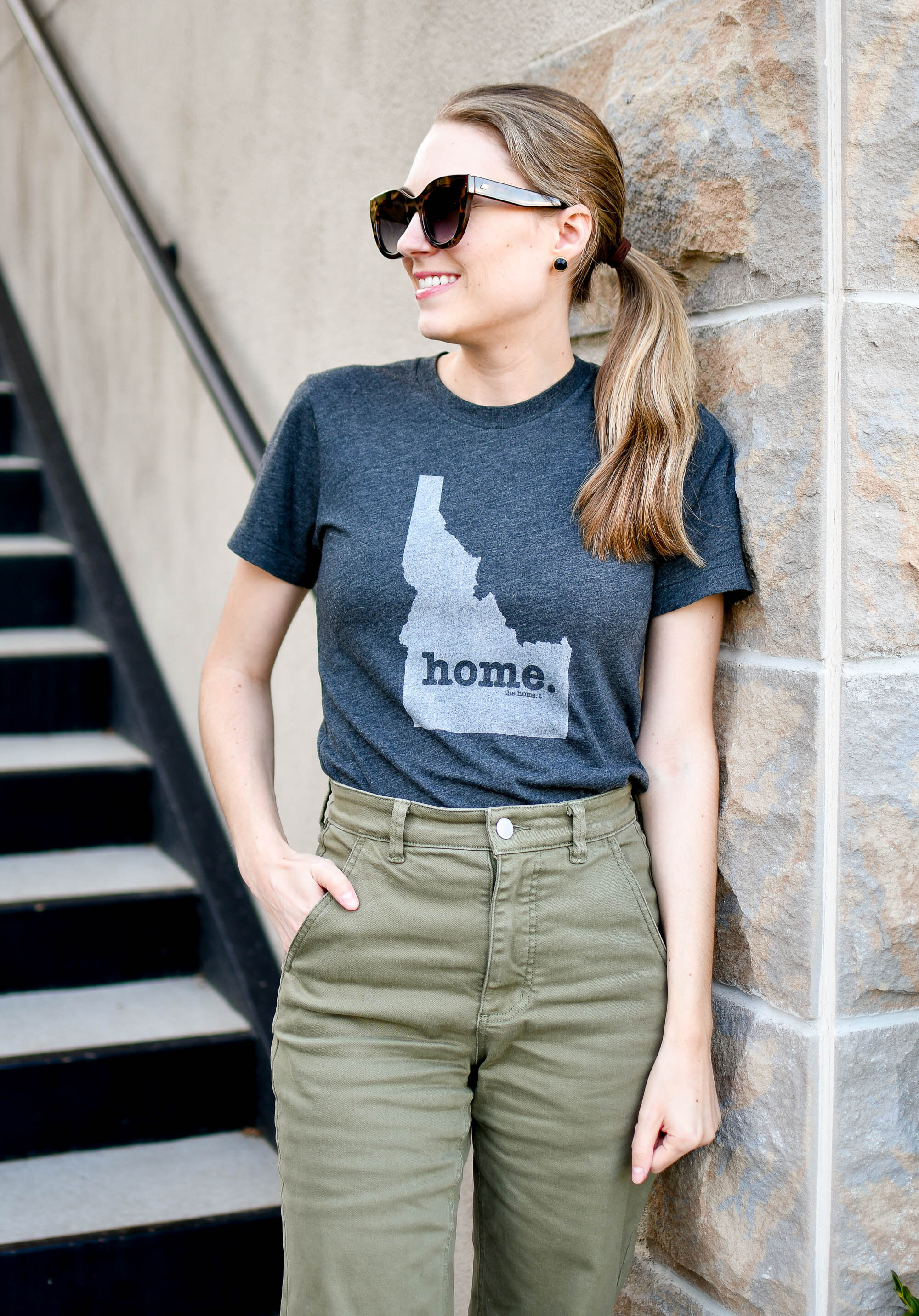 The Home T grey Idaho tee summer outfit — Cotton Cashmere Cat Hair