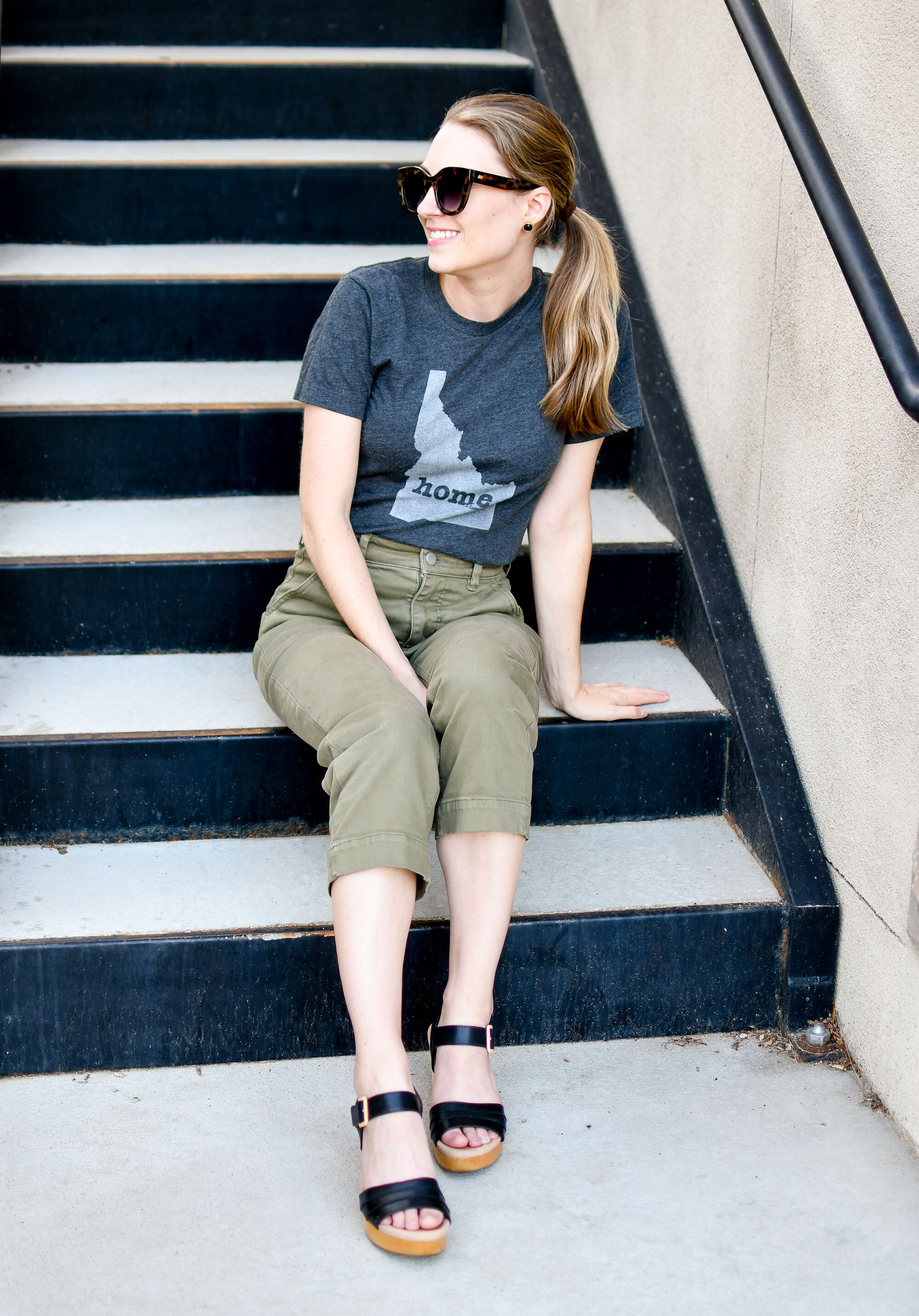 Casual summer style with Idaho tee, cropped pants, black platform sandals — Cotton Cashmere Cat Hair