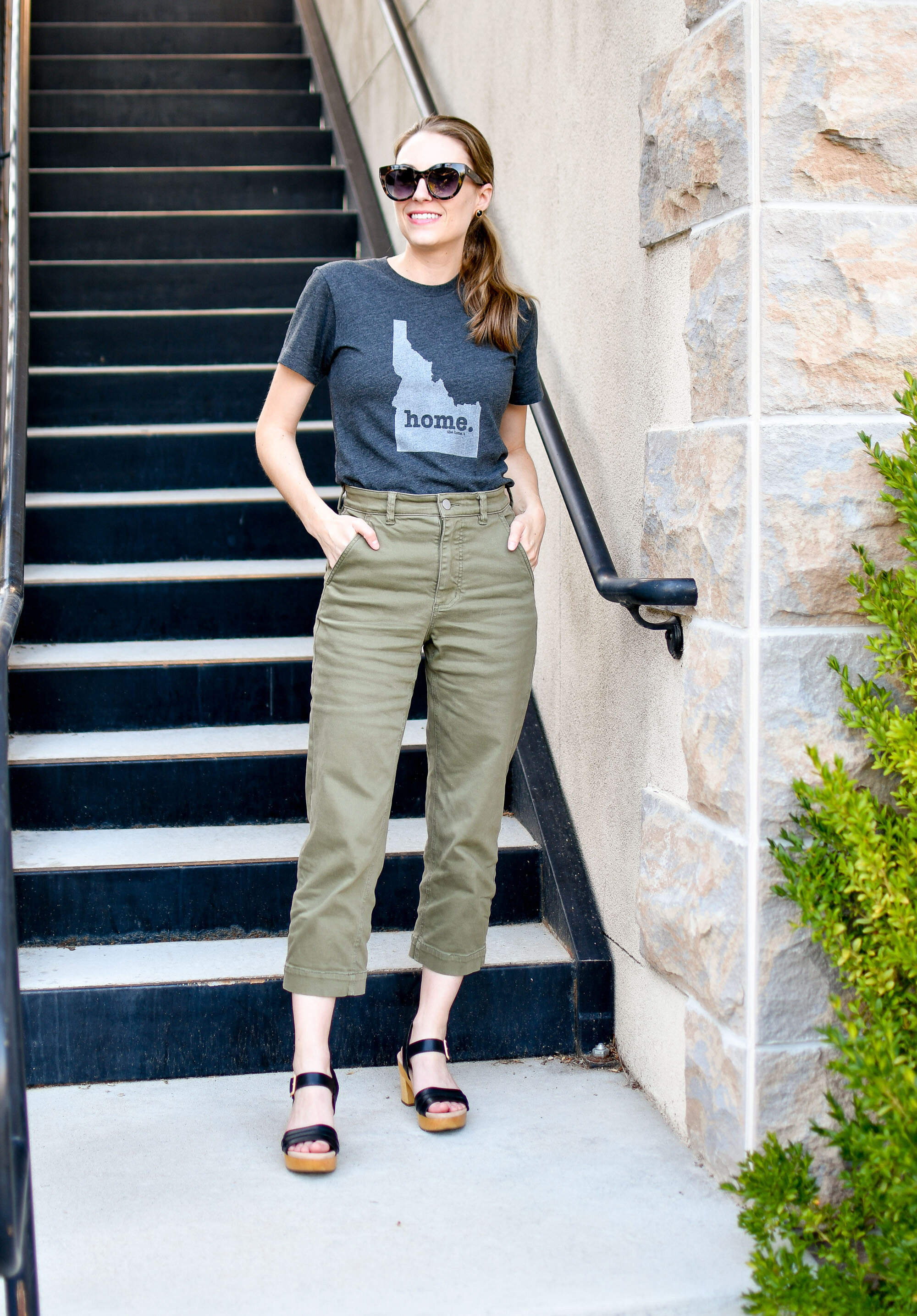 Everlane straight leg crop summer outfit with Idaho home tee and sandals — Cotton Cashmere Cat Hair