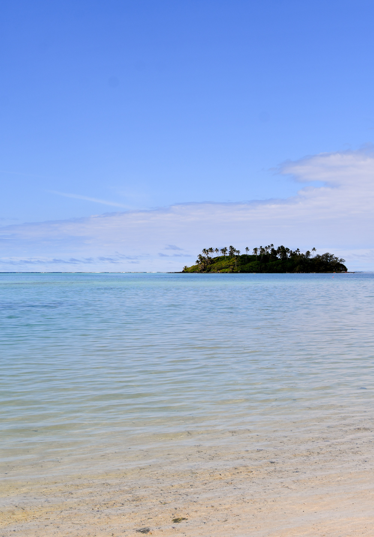 Taakoka in Muri Lagoon, Rarotonga, Cook Islands — Cotton Cashmere Cat Hair