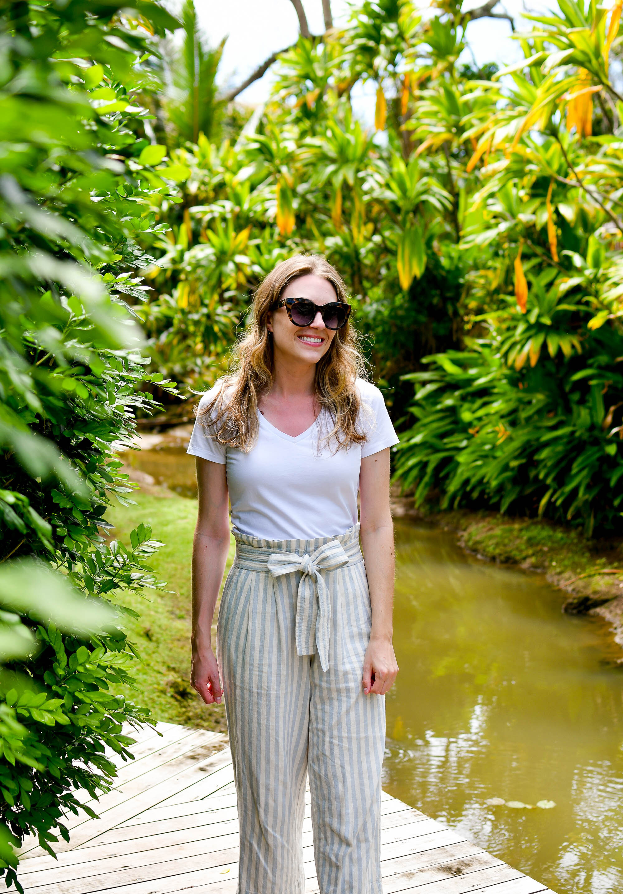 White tee casual outfit for Rarotonga, Cook Islands — Cotton Cashmere Cat Hair