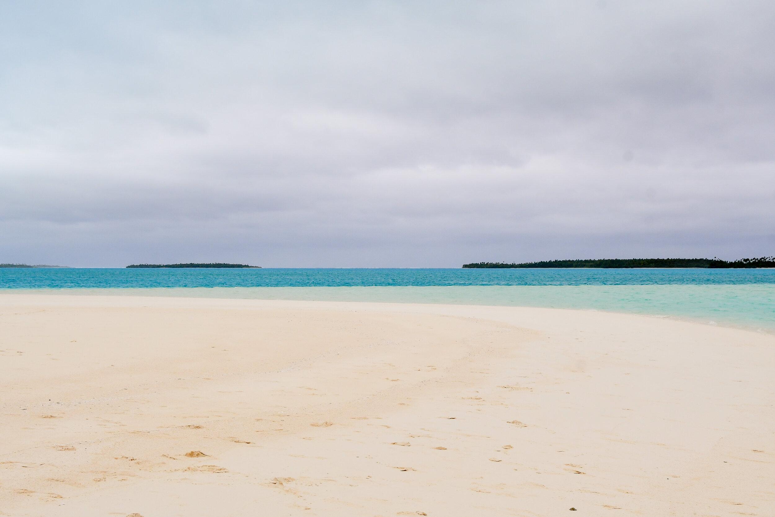 Sandbar in Aitutaki lagoon, Cook Islands — Cotton Cashmere Cat Hair