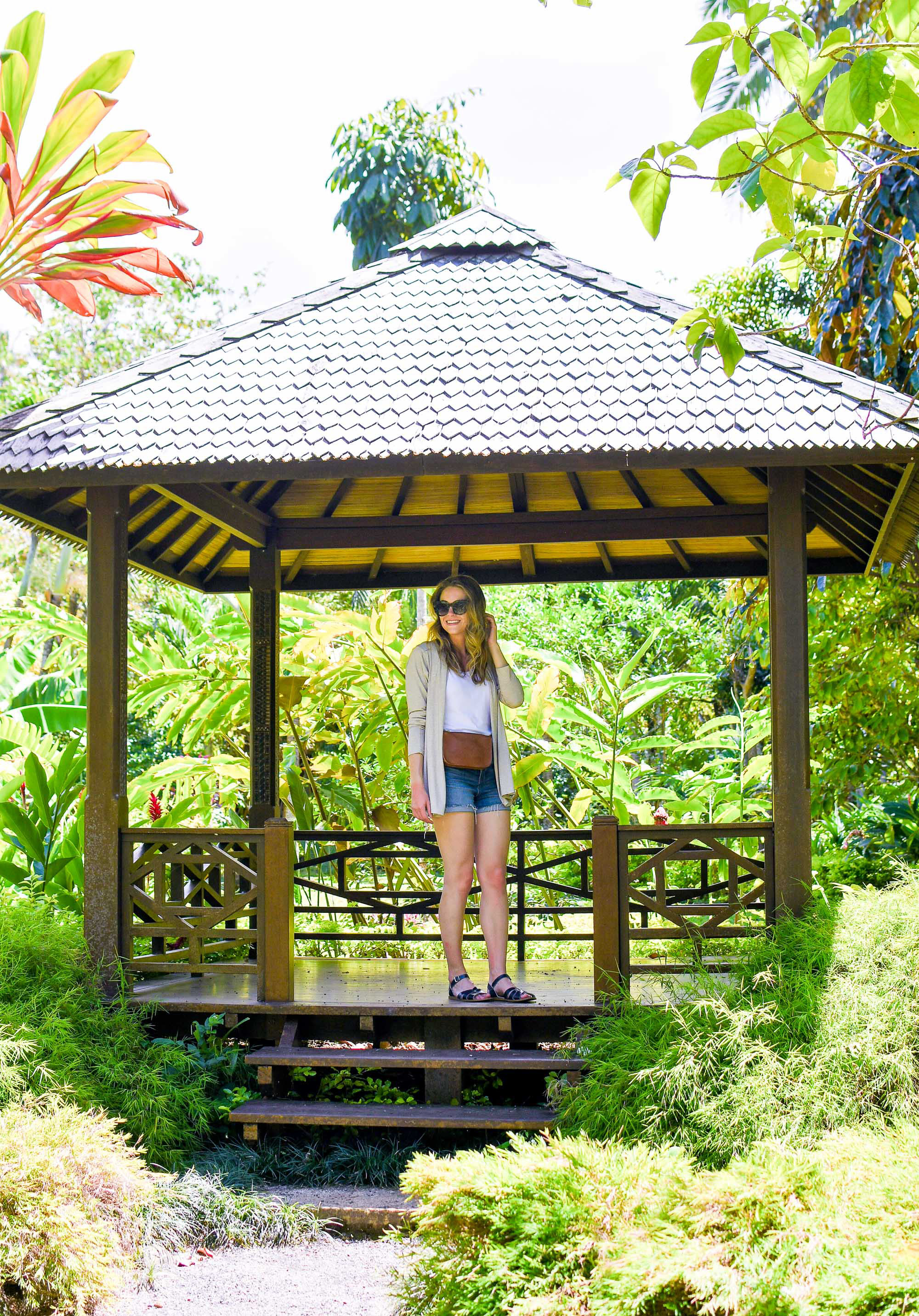 Casual summer outfit at the botanical gardens, Rarotonga, Cook Islands — Cotton Cashmere Cat Hair