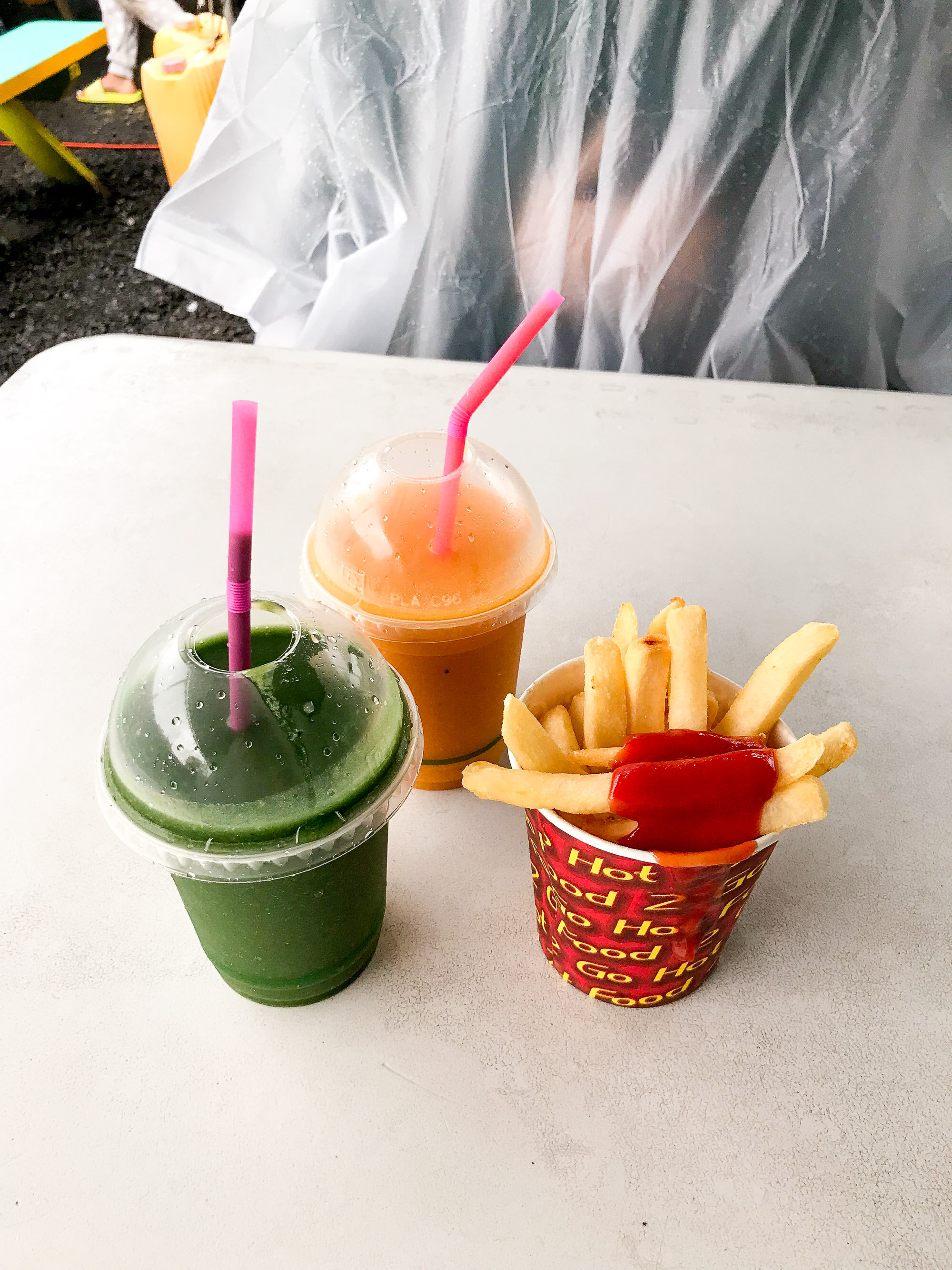 Smoothies and hot chips at the Muri Night Market, Rarotonga, Cook Islands — Cotton Cashmere Cat Hair