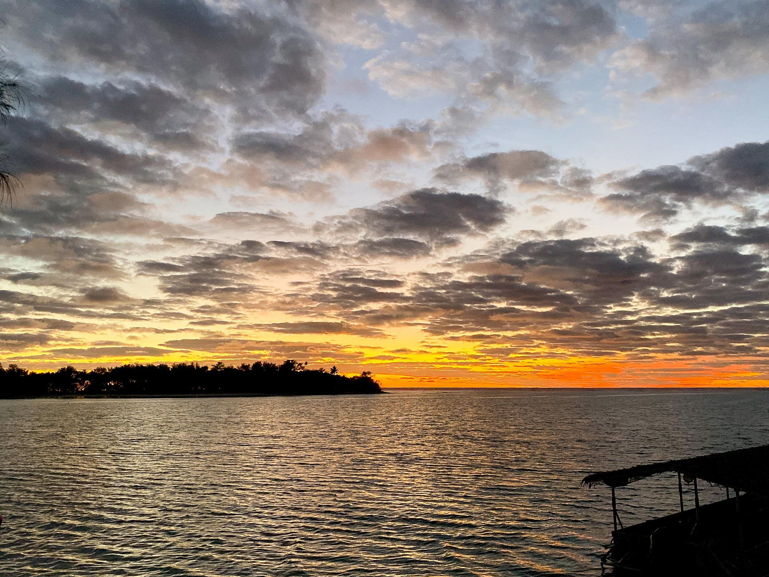 Sunrise over Muri Lagoon, Rarotonga, Cook Islands — Cotton Cashmere Cat Hair