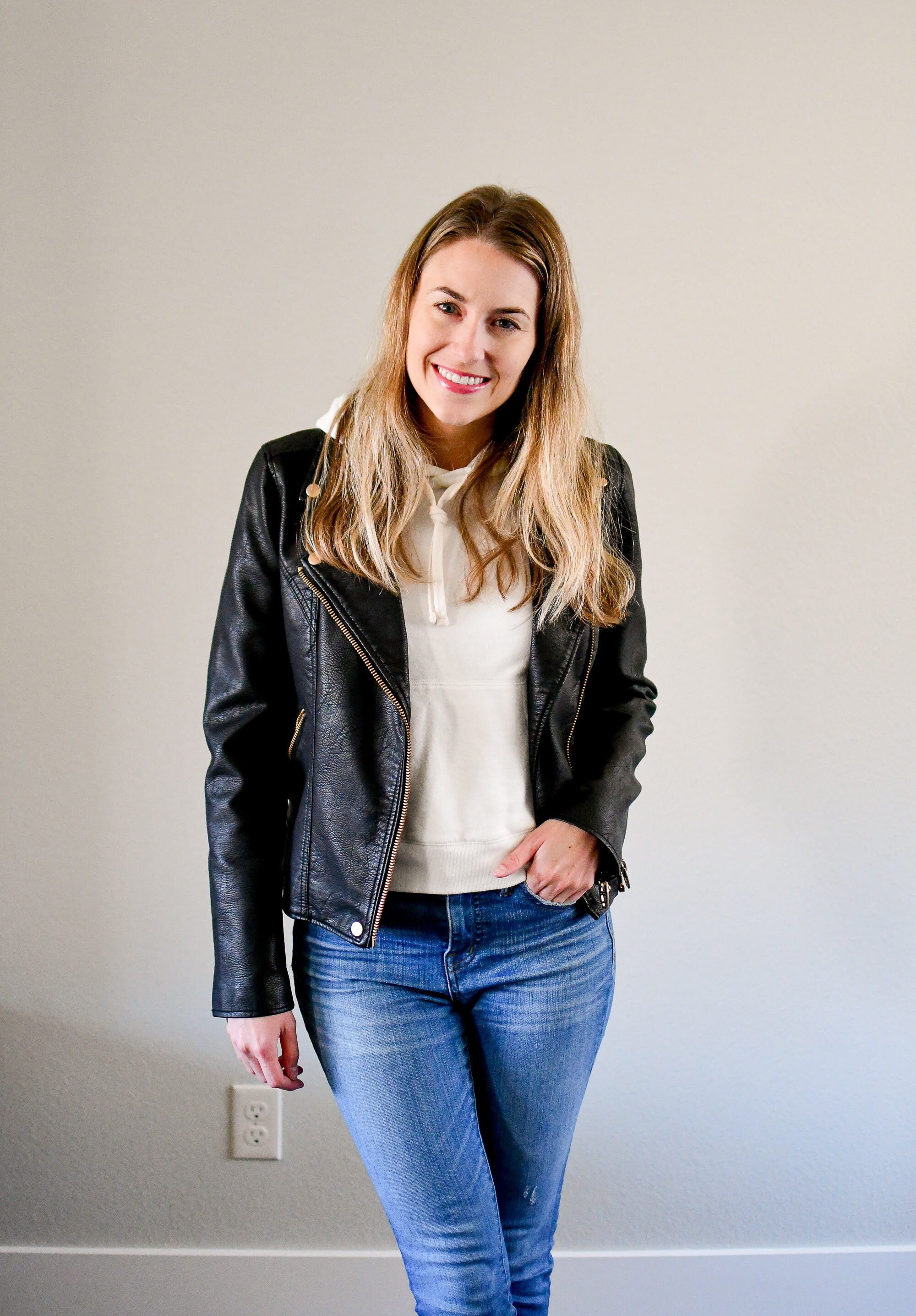 Leather jacket fall outfit with ivory sweatshirt — Cotton Cashmere Cat Hair