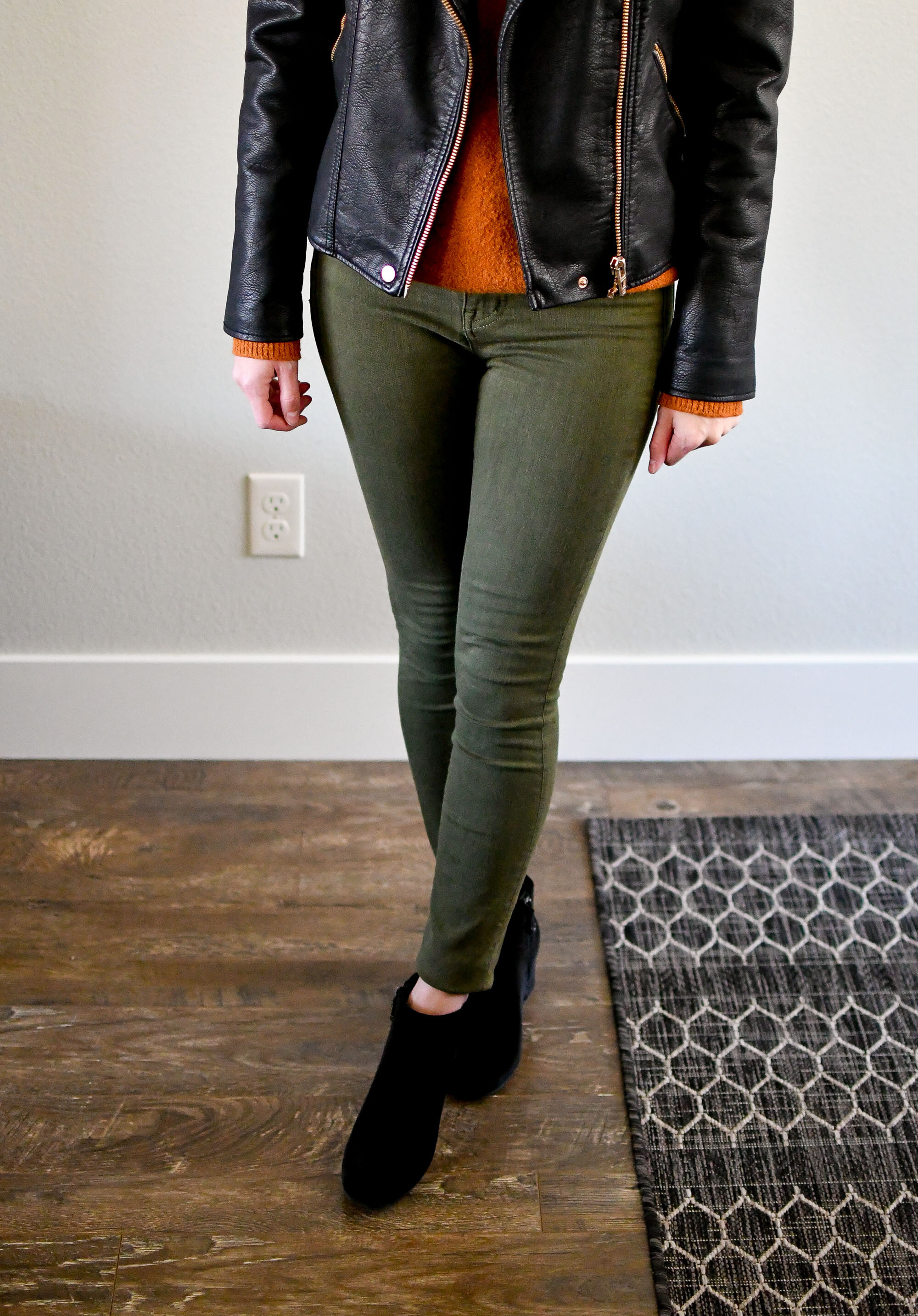 Olive skinny jeans casual fall outfit with velvet boots — Cotton Cashmere Cat Hair