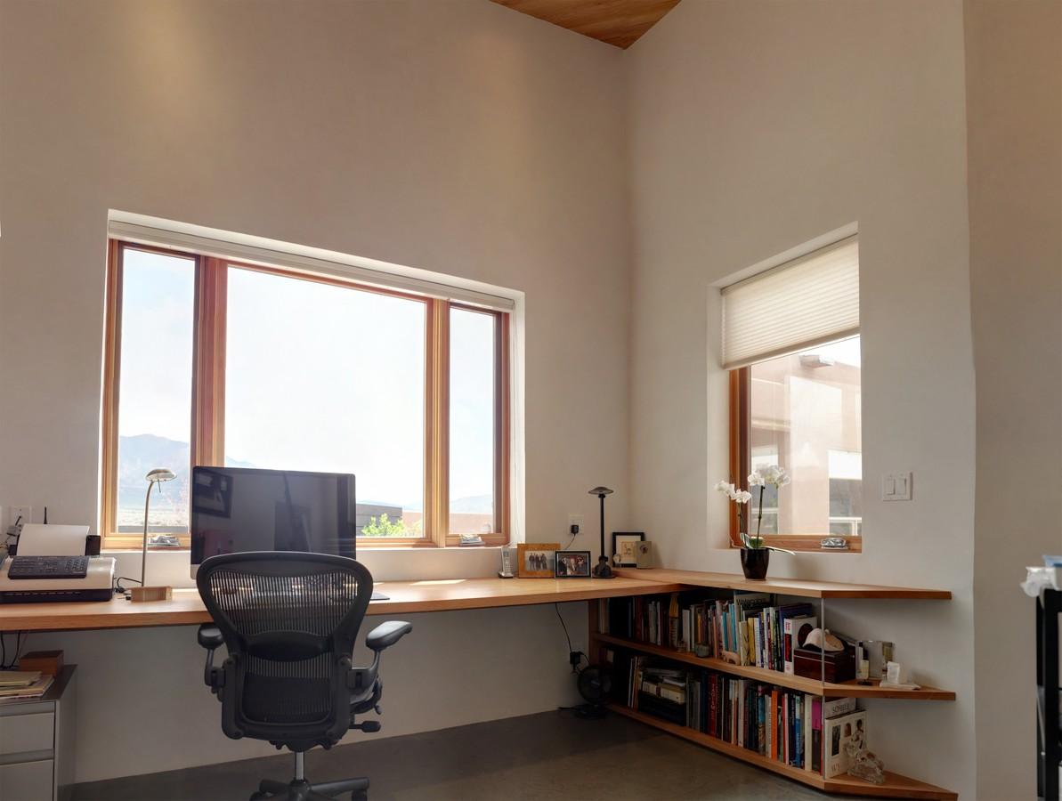 desk large copy_1500_900_2000k.jpg
