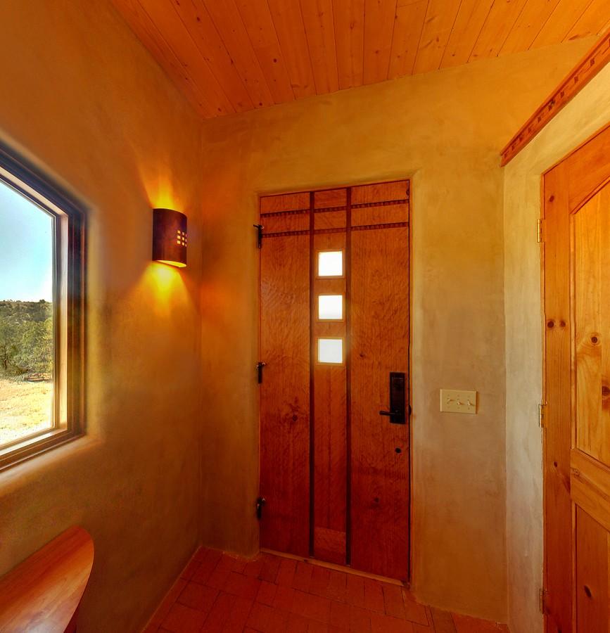 MK_entry_door_interior_1500_900_2000k.jpg