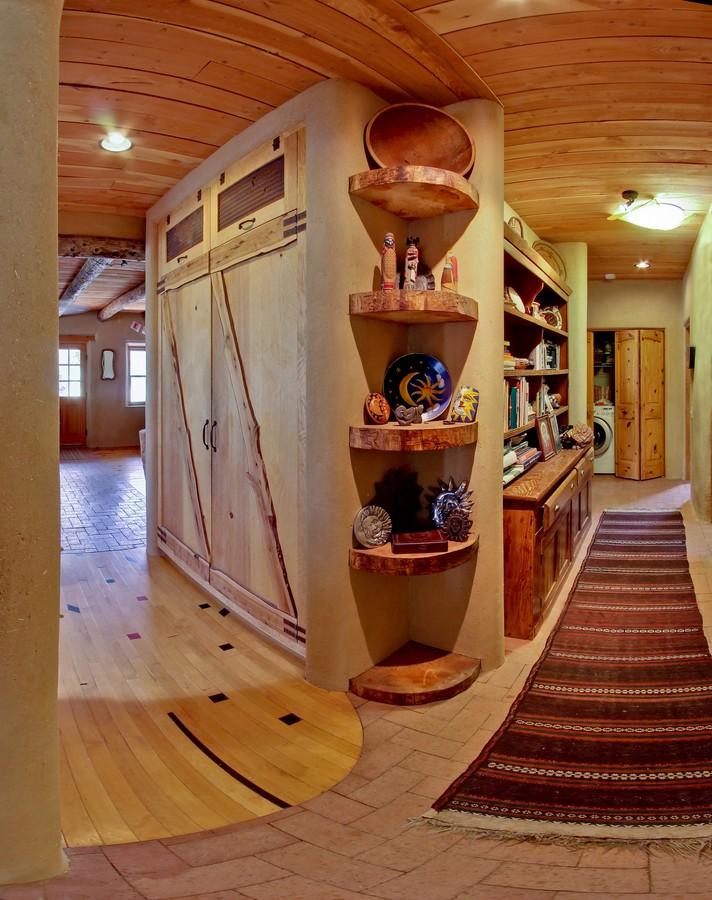 hall and pantry_1500_900_2000k.jpg