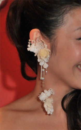 2. Bridal Bouquet & Ear's Ornament