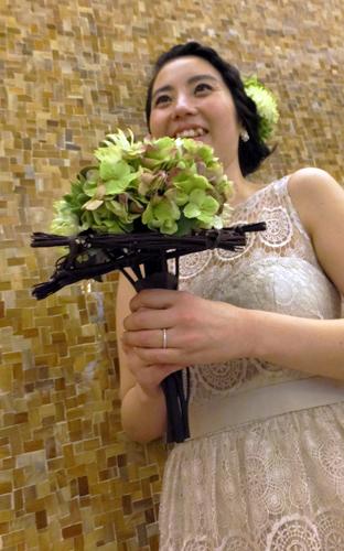 3.Bridal Bouquet & Hair's Ornament