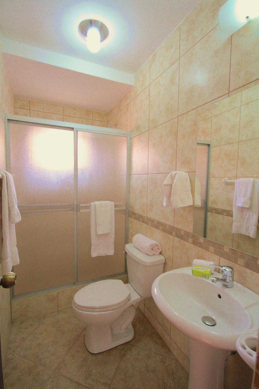 Private+bath+in+each+room.jpg