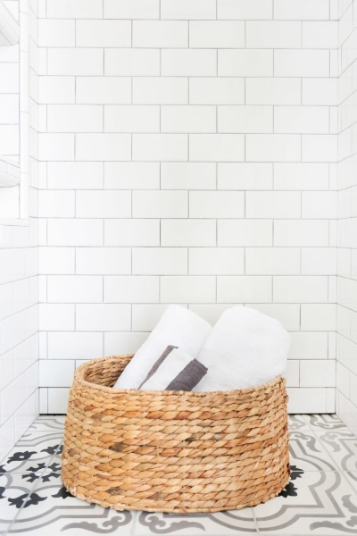 CLÉ ESSENTIALS COLLECTION - clé now offers subway and penny rounds so you can get all of the tile you need for your project in one convenient stop. white subway tile have been de rigueur for tiled walls for decades now. it continues to be a staple, and here at clé we like to call it the jeans and t-shirts of tile. it goes with everything and is an absolute essential!another essential for design projects are penny rounds. they continue to be a staple for use in walls and floors. capable of offering the great style and durability of mosaic tiles, penny rounds also have an enduring twist of mid-century to current styling. for floors, they provide a great slip resistant surface that can be easily molded around curbs and rounded surfaces. for walls penny rounds offer a visual texture that is meticulous and refined.