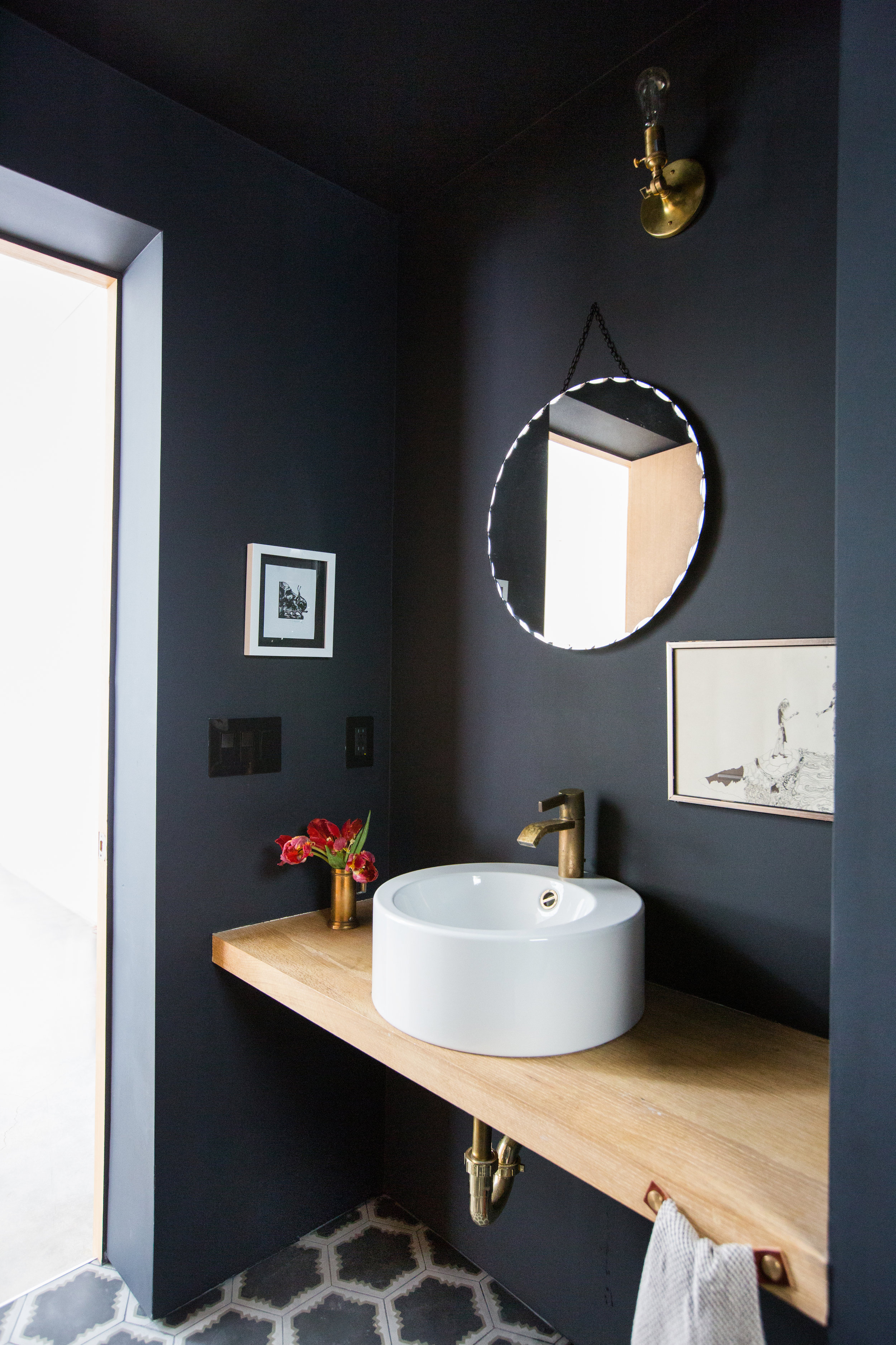 4 Bathroom Paint Colors Interior Designers Swear By | MyDomaine - by MEGAN BEAUCHAMPIt's no secret that paintcan transform a space. Whether you're looking to refresh your small powder roomor revamp your master bathroom, a fresh coat can quickly take a room of any size from drab and dreary to open and bright or moody and sophisticated. But, as anyone who's wandered down the paint aisle at their local hardware store can attest, choosing a paint color is easier said than done.When it comes to selecting the right bathroom paint color, there are a number of factors to consider that are specific to that space, particularly if you're freshening up a particularly small bathroom. Will a dark hue make the room feel sophisticated and modern or cramped and cave-like? Will a crisp shade of whitelook too cold and stark in a room without windows? Because paint colors can be so hard to envision, naturally, we turned to the pros to narrow down our swatch selection.Keep scrolling to find out why interiors designers call these the