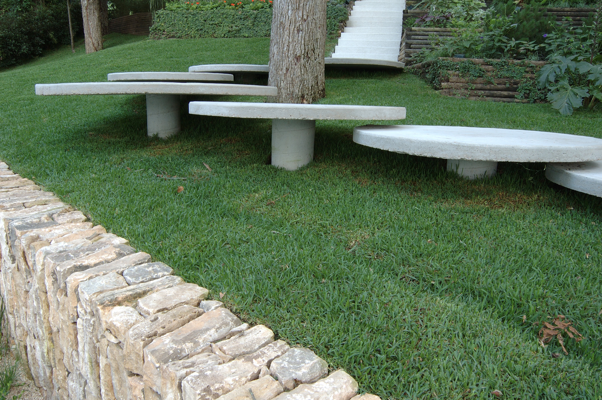 project-thornton-lake-austin-grass-circle-steps.jpg