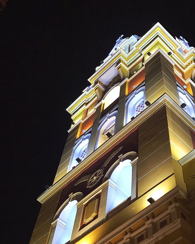 Rainbows even at night in Cartagena ... #cartagena #colombia #travel #explore