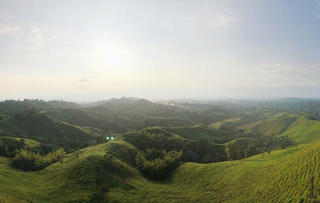 Views for days of the Quindio, Colombia's coffee region, from the mirador on Filandia. One your way to the mirador from the plaza, make sure you stop in one of the many artisan shops! ... #colombia #lomejordecolombia #thebestofcolombia #culturetrip