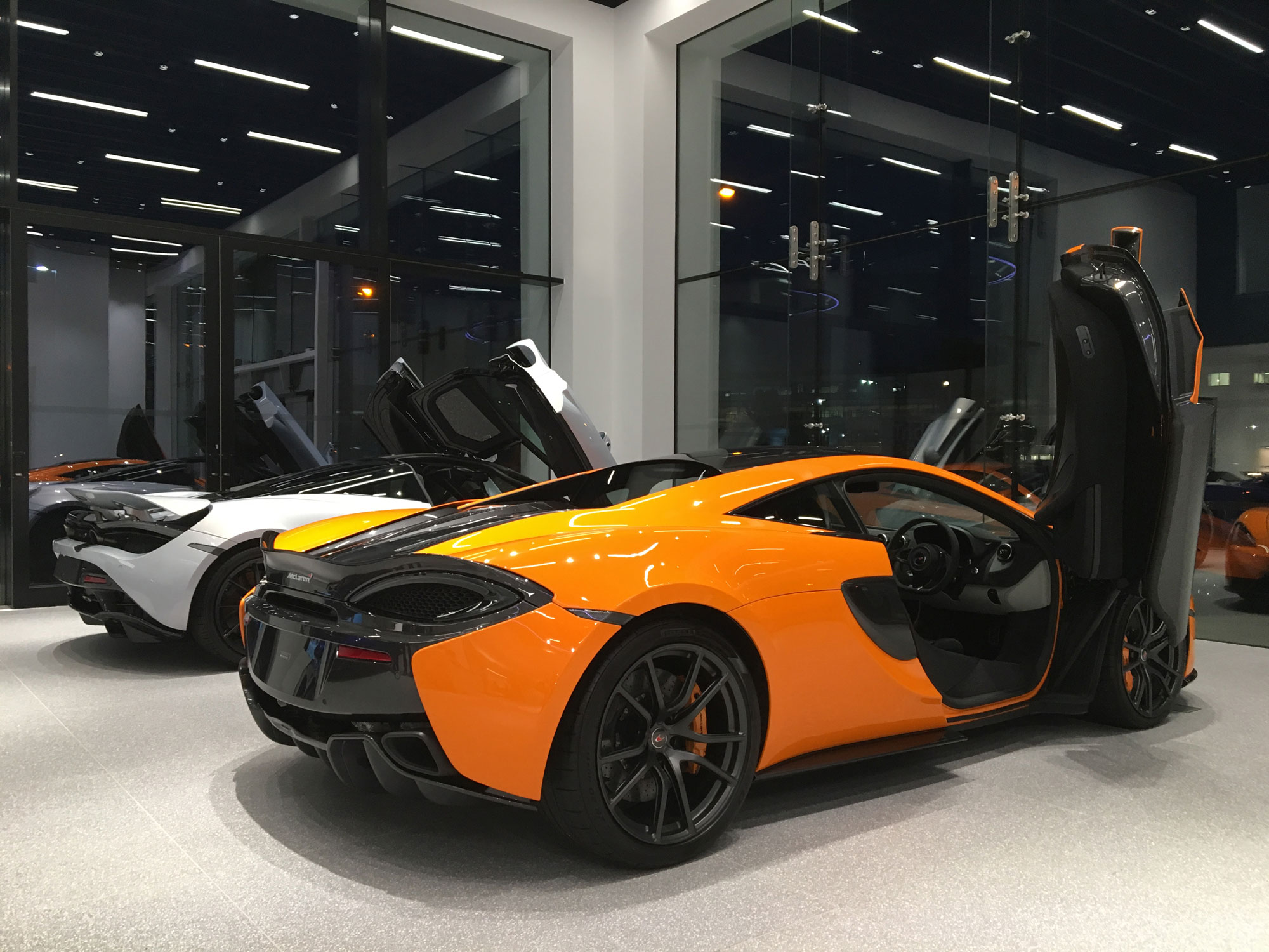 04-McLaren-Hatfield-Showroom.jpg