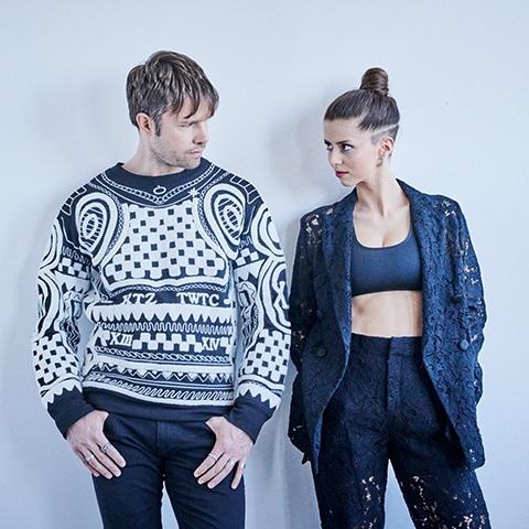 Elise und Niklas suchen Blickkontakt