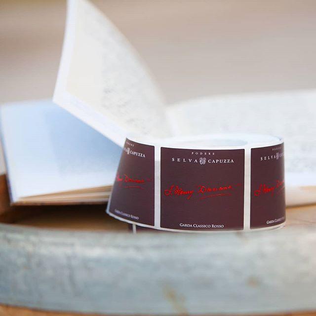 🇮🇹 Garda Classico rosso Dunant: è ora disponibile l'annata 2016! . 🇬🇧 Garda Classico rosso Dunant: vintage 2016 is out! . #selvacapuzza #winelover #desenzano #sirmione #wine #winetasting #wineoclock #winemoments #instawine #instagarda #dunant #henrydunant #storiaditalia #vinorosso #redwine #italianwine #degustazione #enotria #вино #вино🍷 #ワイン