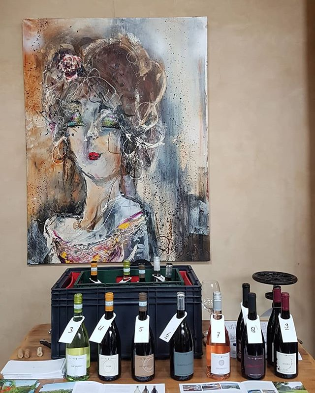 🇮🇹 I nostri vini come un'opera d'arte! . 🇬🇧 Comparing wines with pieces of art! . #selvacapuzza #trustyourtaste #desenzano #lugana #luganalover #winelover #wineporn #wineart #sirmione #instagarda #wineoclock #winemoments #wine #vinoitaliano #winepositive #wineinstagram #instawine