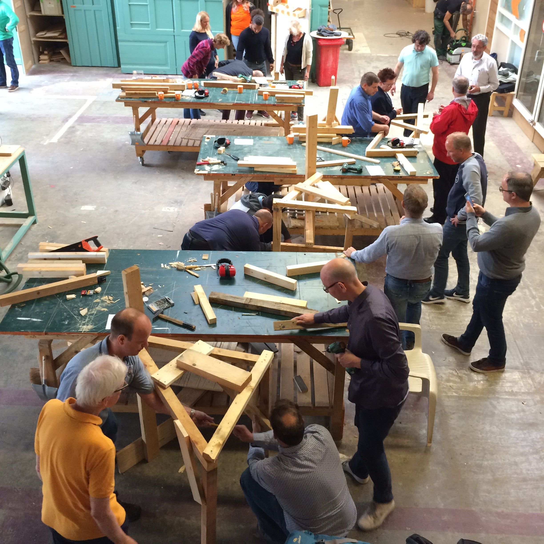 Toren Bouwen - Een workshop met de focus op spel en competitie. Wie bouwt de hoogste toren met zo weinig mogelijk materiaal? Slim samenwerken is de sleutel!