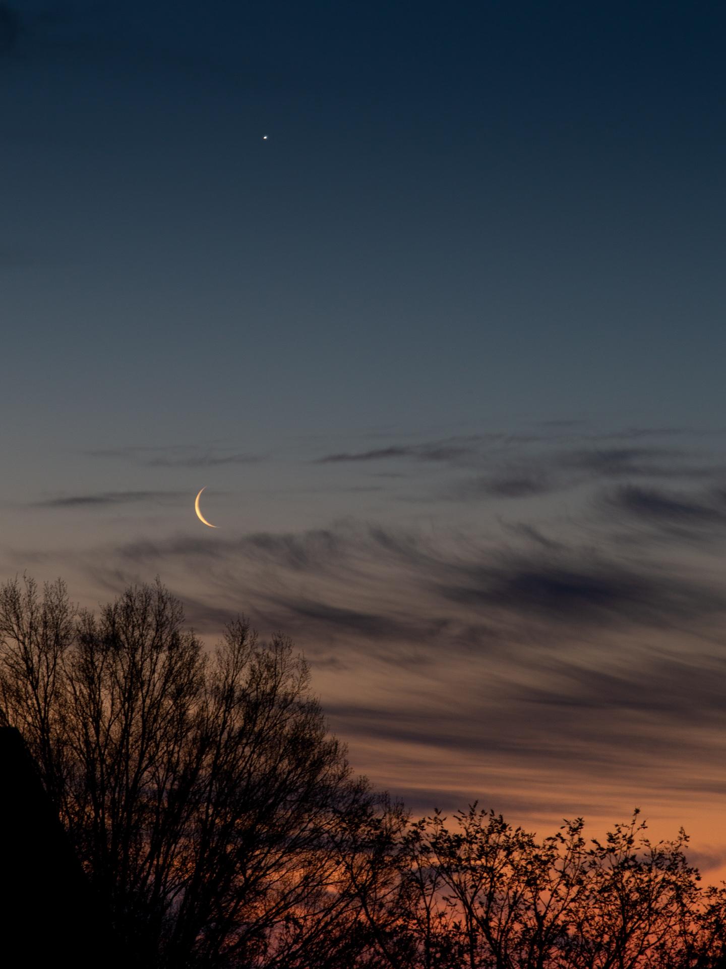 Waning Crescent Moon and Venus | 20190402 0629 E:38.96x77.00@84m