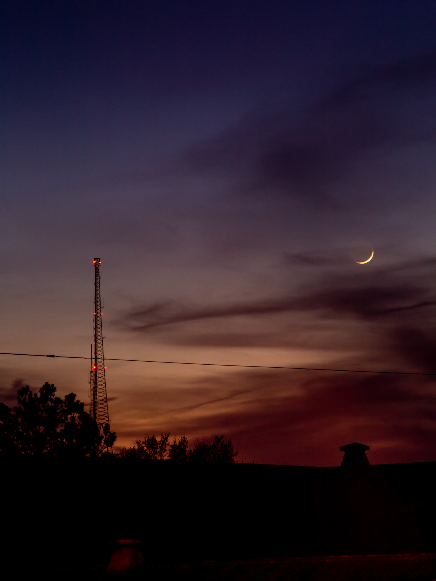 Waxing Crescent Moon after Sunset | 20190406 2014 W:38.96x77.00@77m