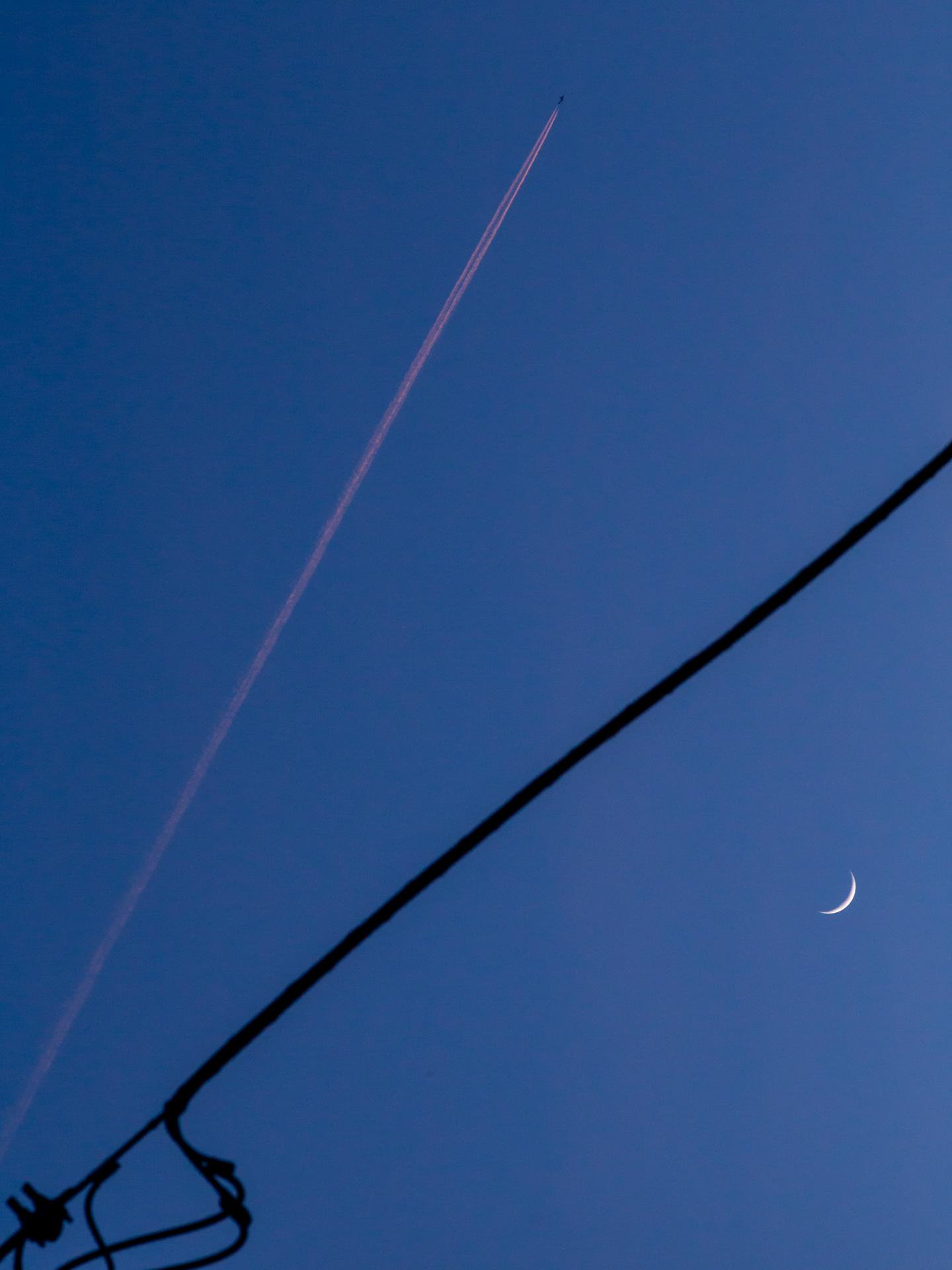 Moon with Wire & Plane | 20190507 2016 W:38.96x77.00@77m